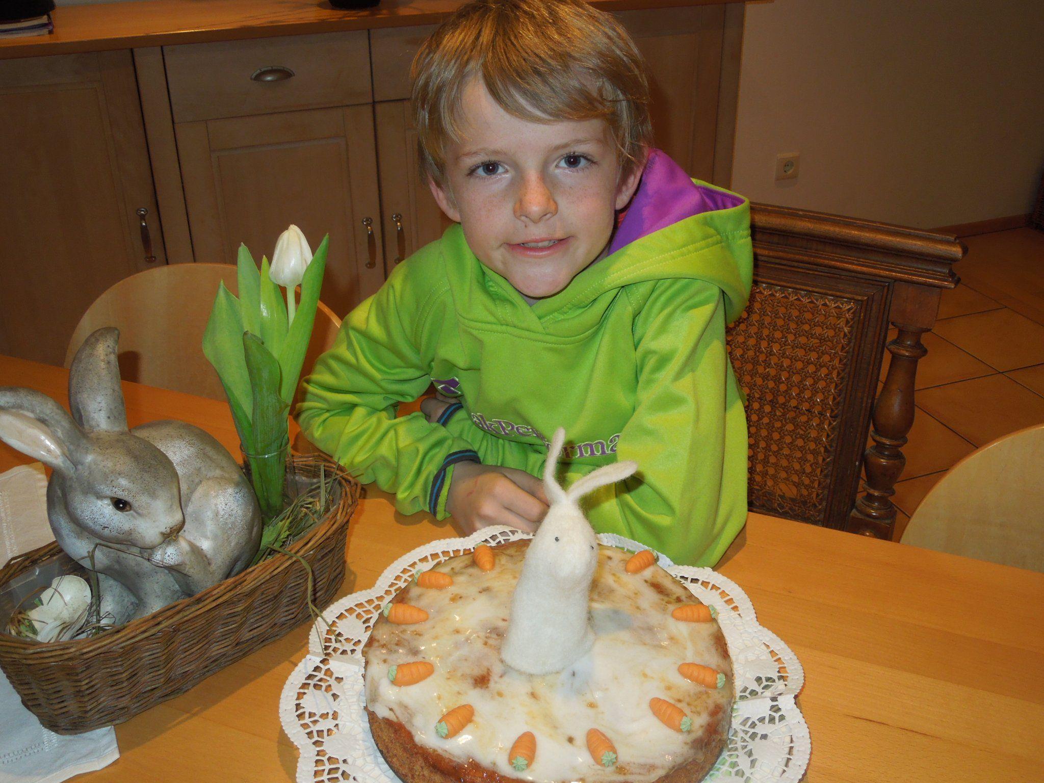 Klingt komisch, ein Kuchen mit Karotten - schmeckt aber sehr, sehr lecker.