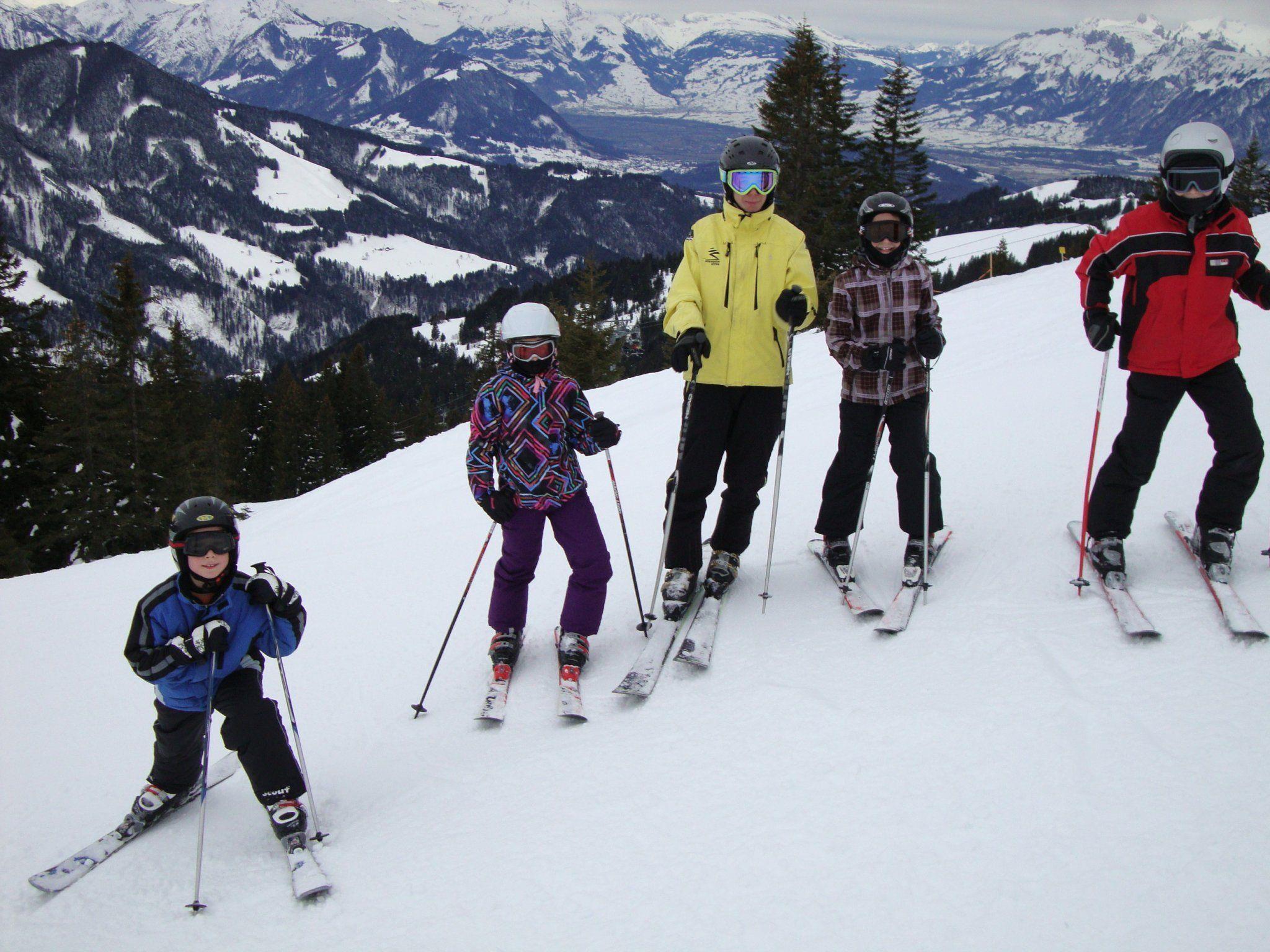 """Viel Spaß macht den Kindern das """"Schifahren mit Flocke"""" - Mehr Fotos unter: www.sv-goetzis.at"""