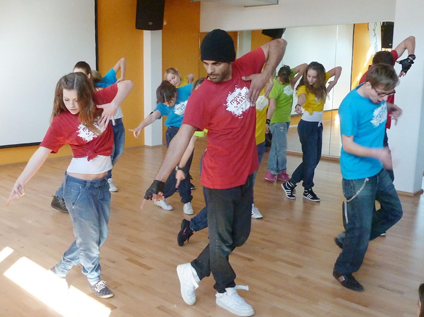 Begeisterndes Showprogramm der move4style-Showgruppen bei der Tanzschul-Eröffnung.