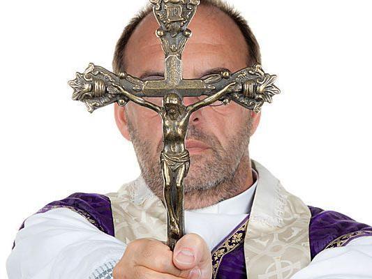 Der Pfarrer der Gemeinde ist gegen den homosexuellen 26-Jährigen.