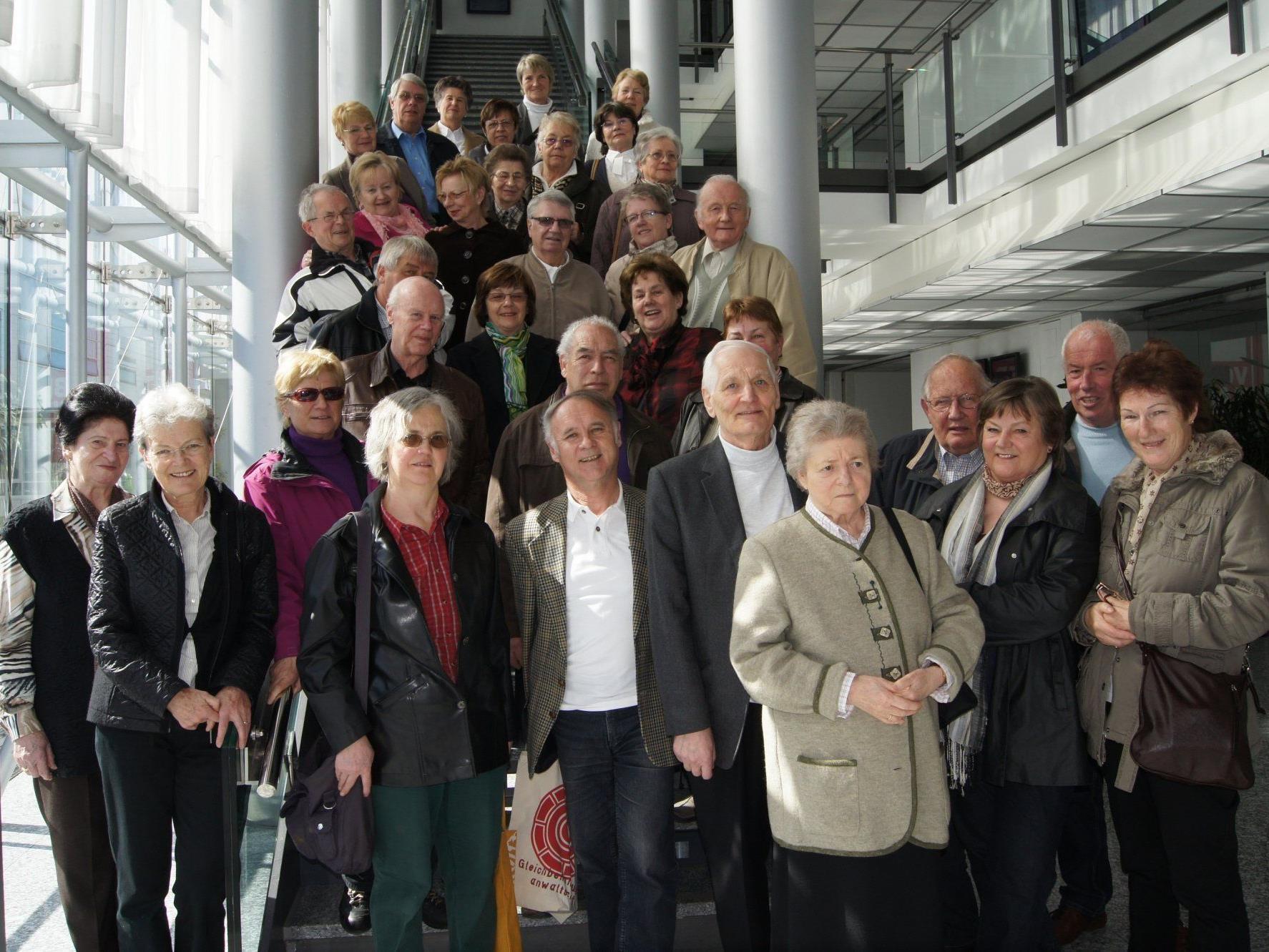 Eine Gruppe des Seniorenbundes Bregenz beim Besuch im Medienhaus.