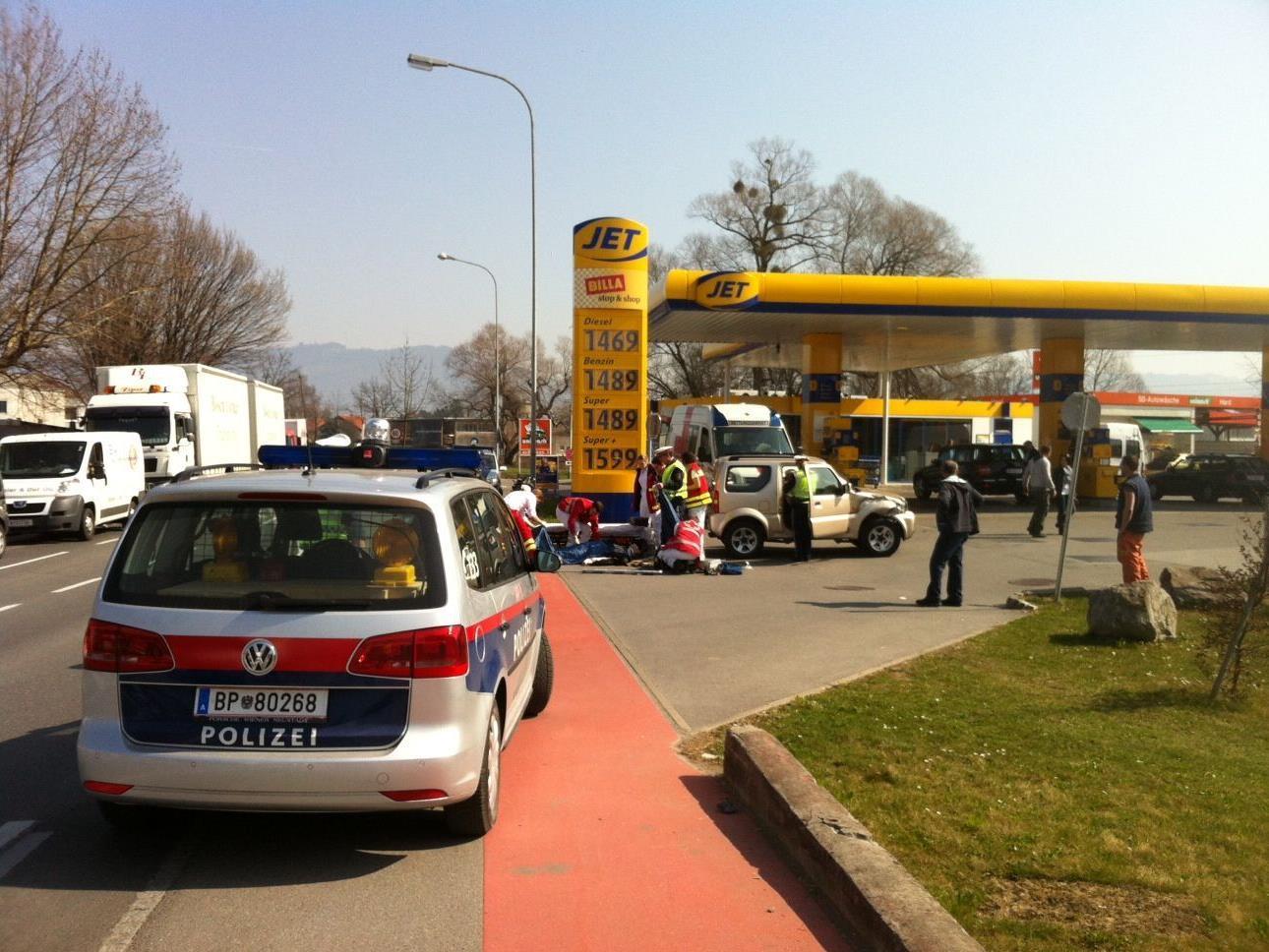 Hard: Biker bei Unfall schwer verletzt - Vorarlberg -- VOL.AT