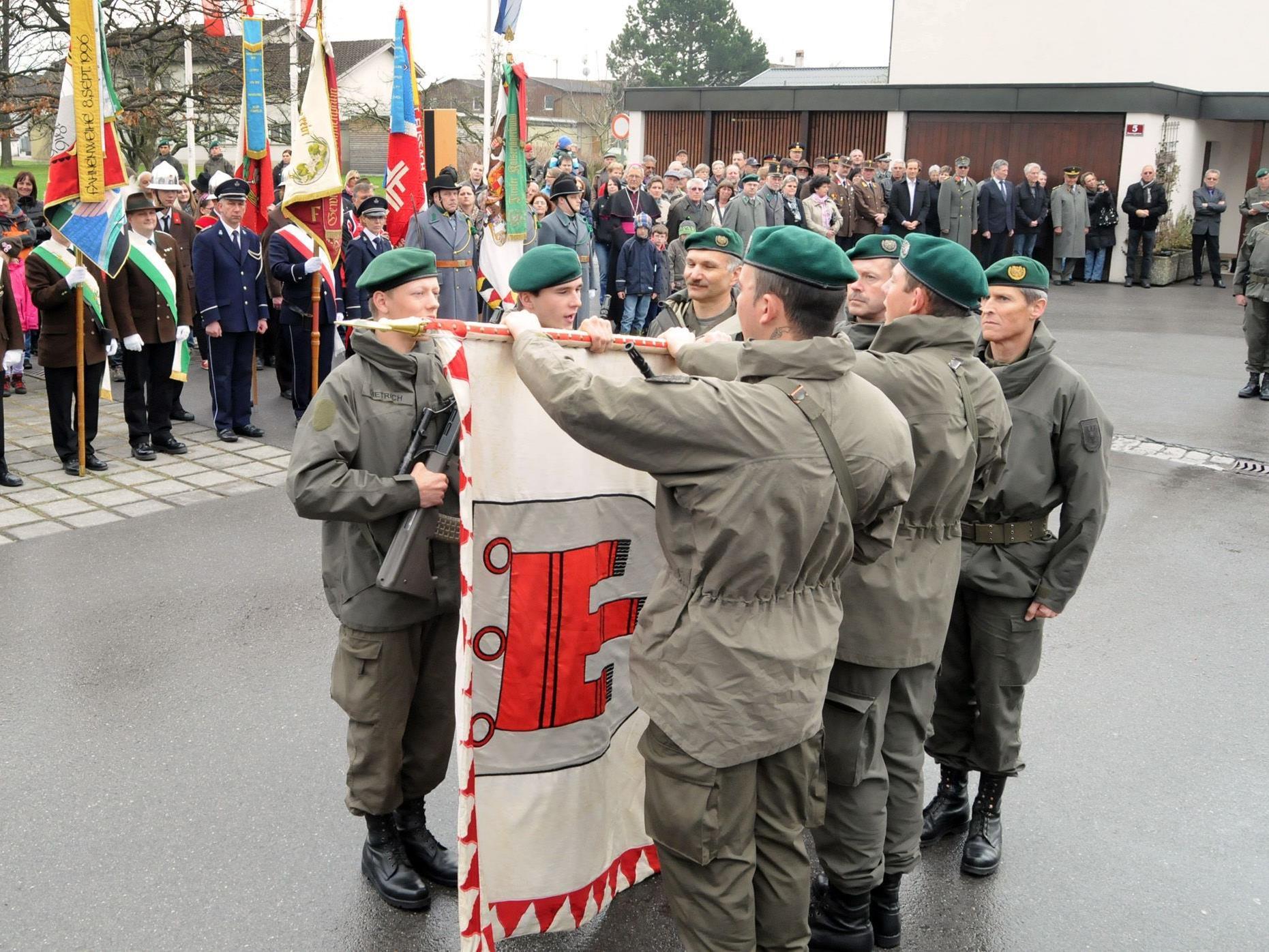 Feierliche Angelobung der 45 Vorarlberger Rekruten auf dem Schulplatz in Fußach