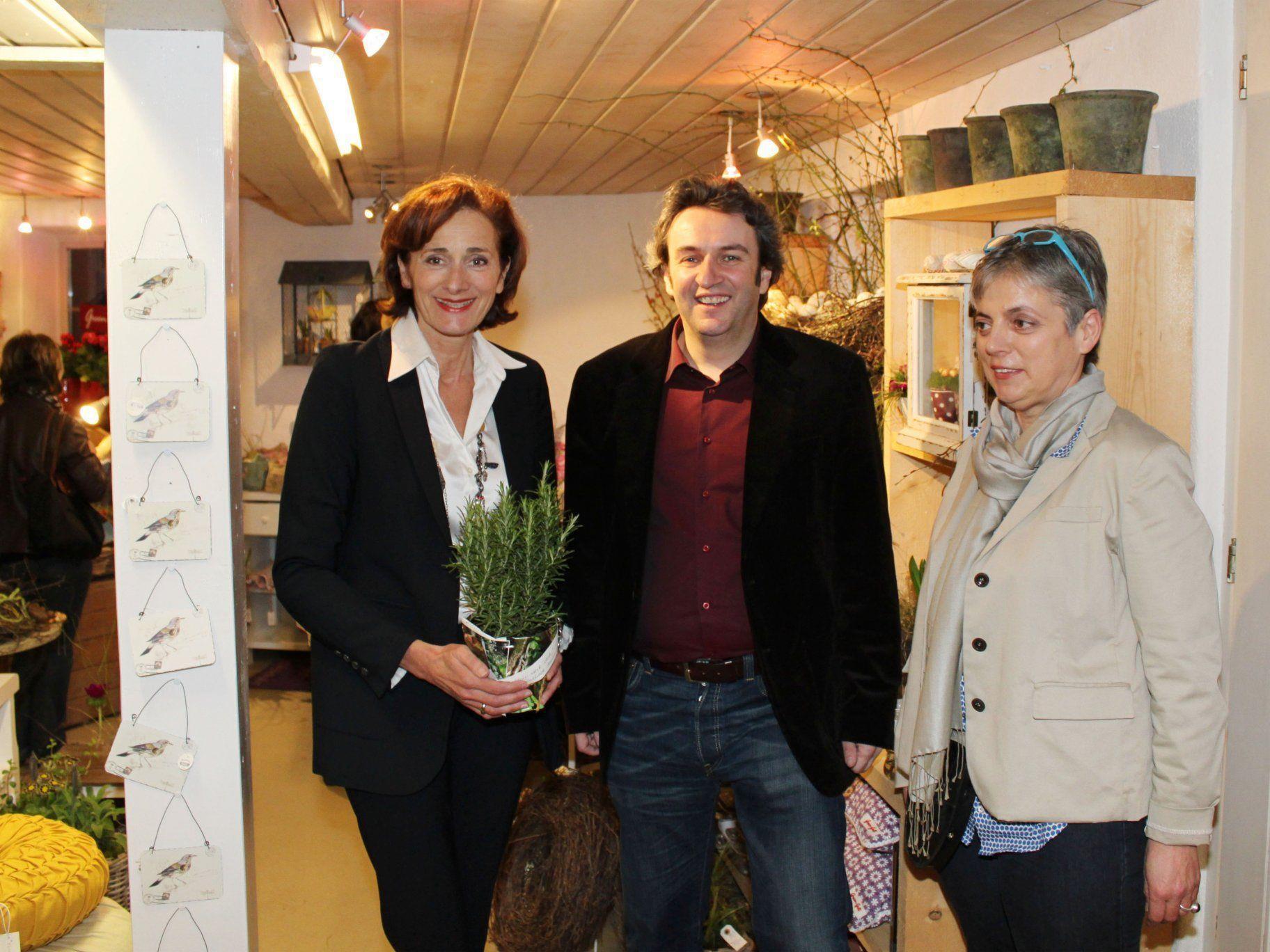LTP Bernadette Mennel mit Bgm. Michael Tinkhauser und Hilde Schweigkofler.