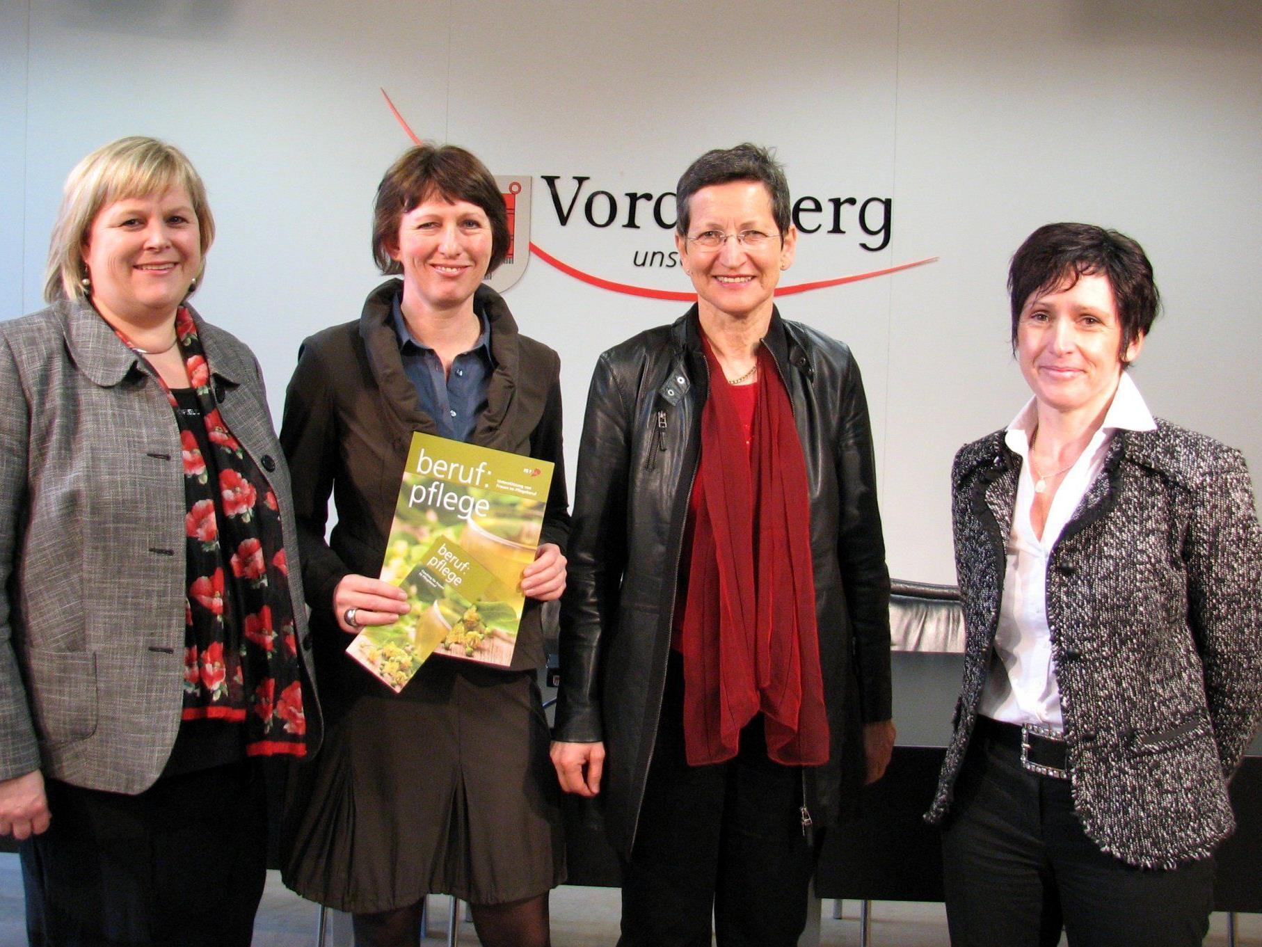 Susanne Andexlinger, FEMAIL-Geschäftsführerin Sabine Kessler, Landesrätin Greti Schmid, Andrea Winder.