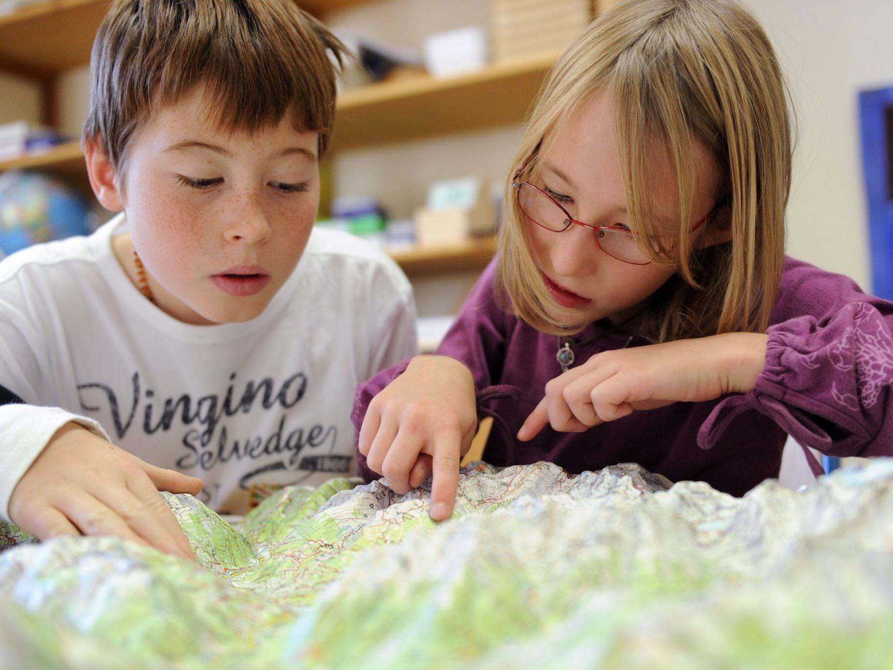 Im Montessori Zentrum Oberland wird der Lernstoff selbst erarbeitet.