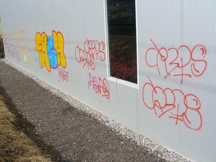 Sachbeschädigungen in Schlins und Beschling: Zeugenaufruf.