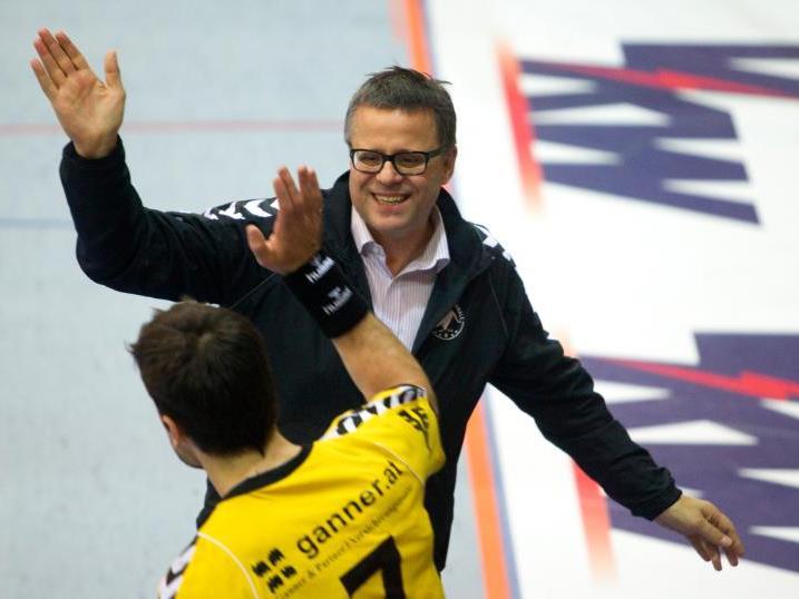Roland Frühstück hat alle Hände voll zu tun, um seine Mannschaft aus der Krise zu führen.