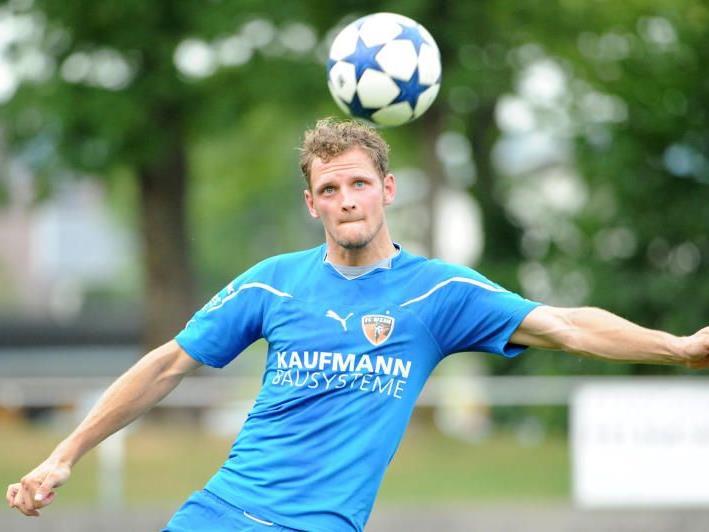 Dominik Helbock gibt am Samstag sein Debüt als Spielertrainer.