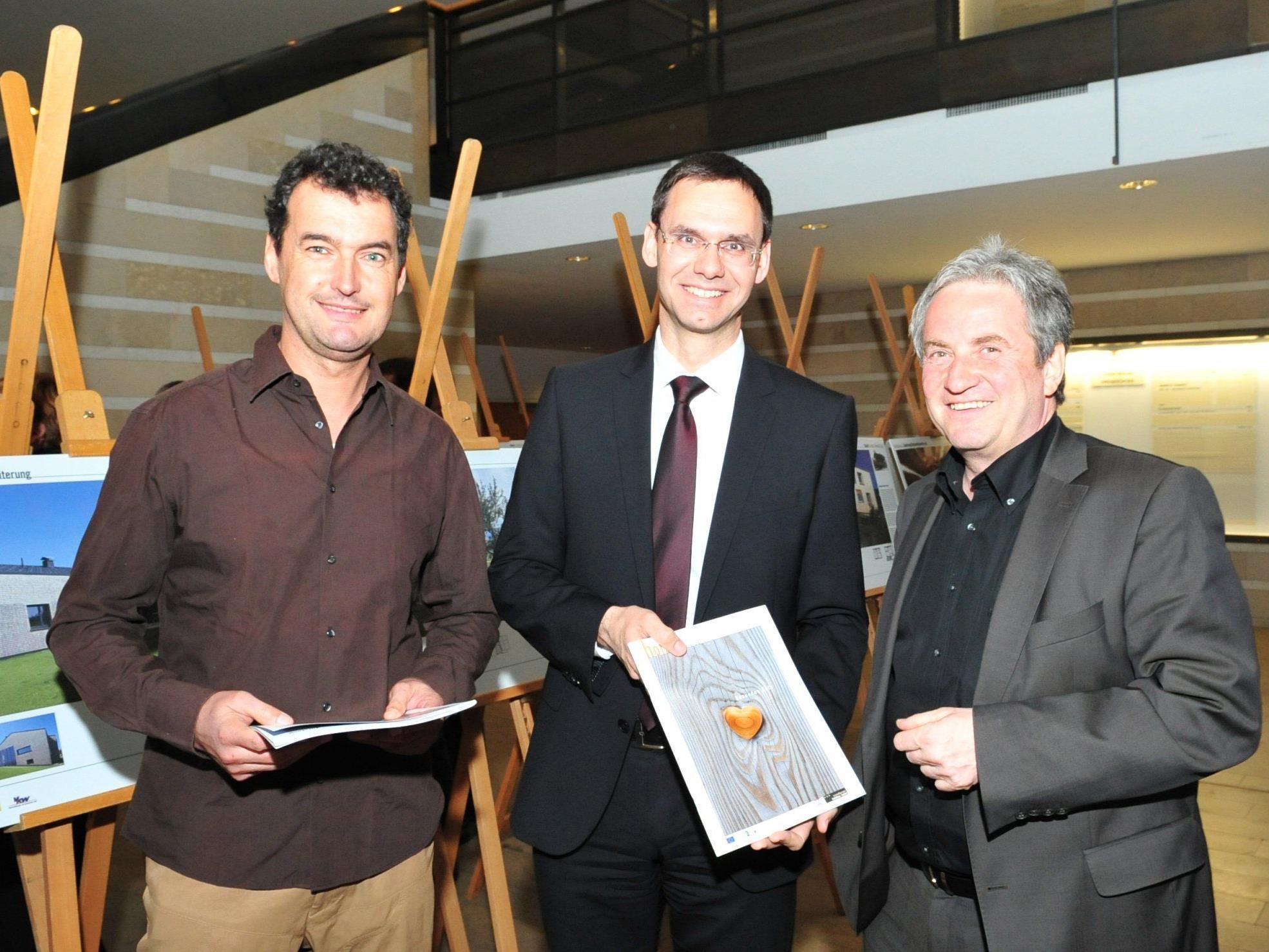 Ausstellung gesundes Holz im Landhaus eröffnet.