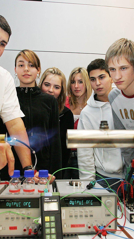 """""""Uns werden in Zukunft die besten Köpfe und Hände fehlen"""", befürchtet WKV-Präsident Rein und fordert einen verpflichtenden Technikkurs an Vorarlberger Schulen."""