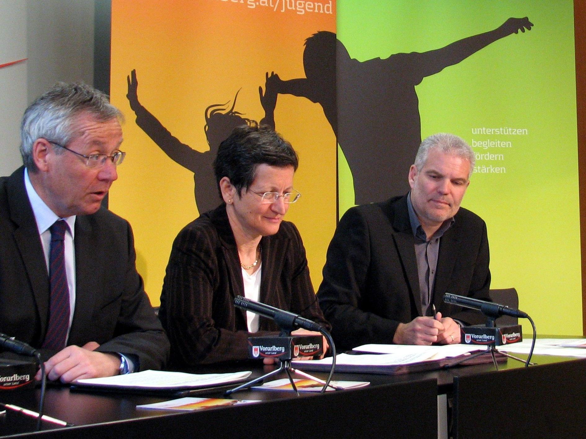 LSth. Rüdisser und Landesrätin Schmid mit Jugend-Fachbereichsleiter Thomas Müller im Pressefoyer