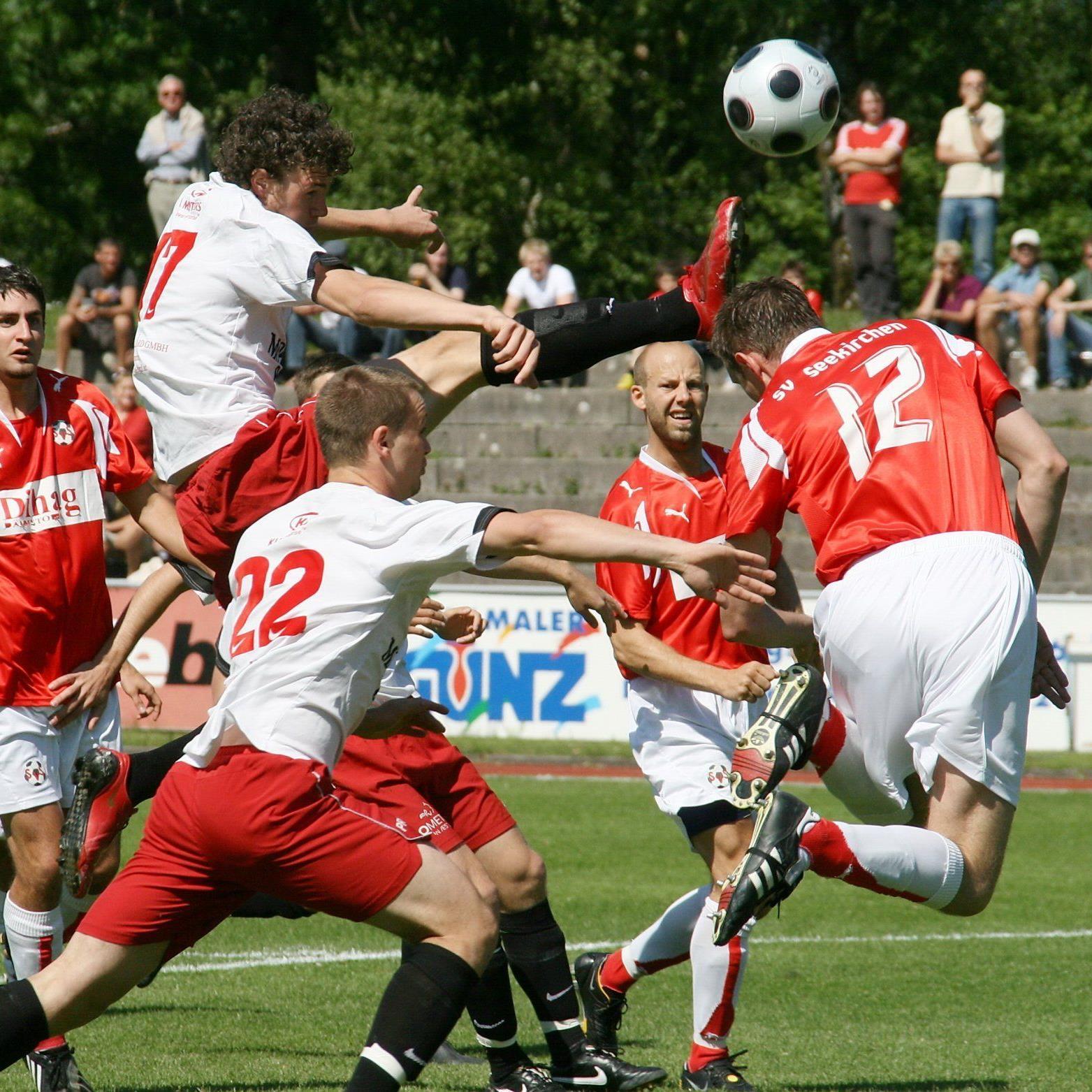 Deniz Mujic spielt mit Teamkollege Lukas Katnik in Pasching.