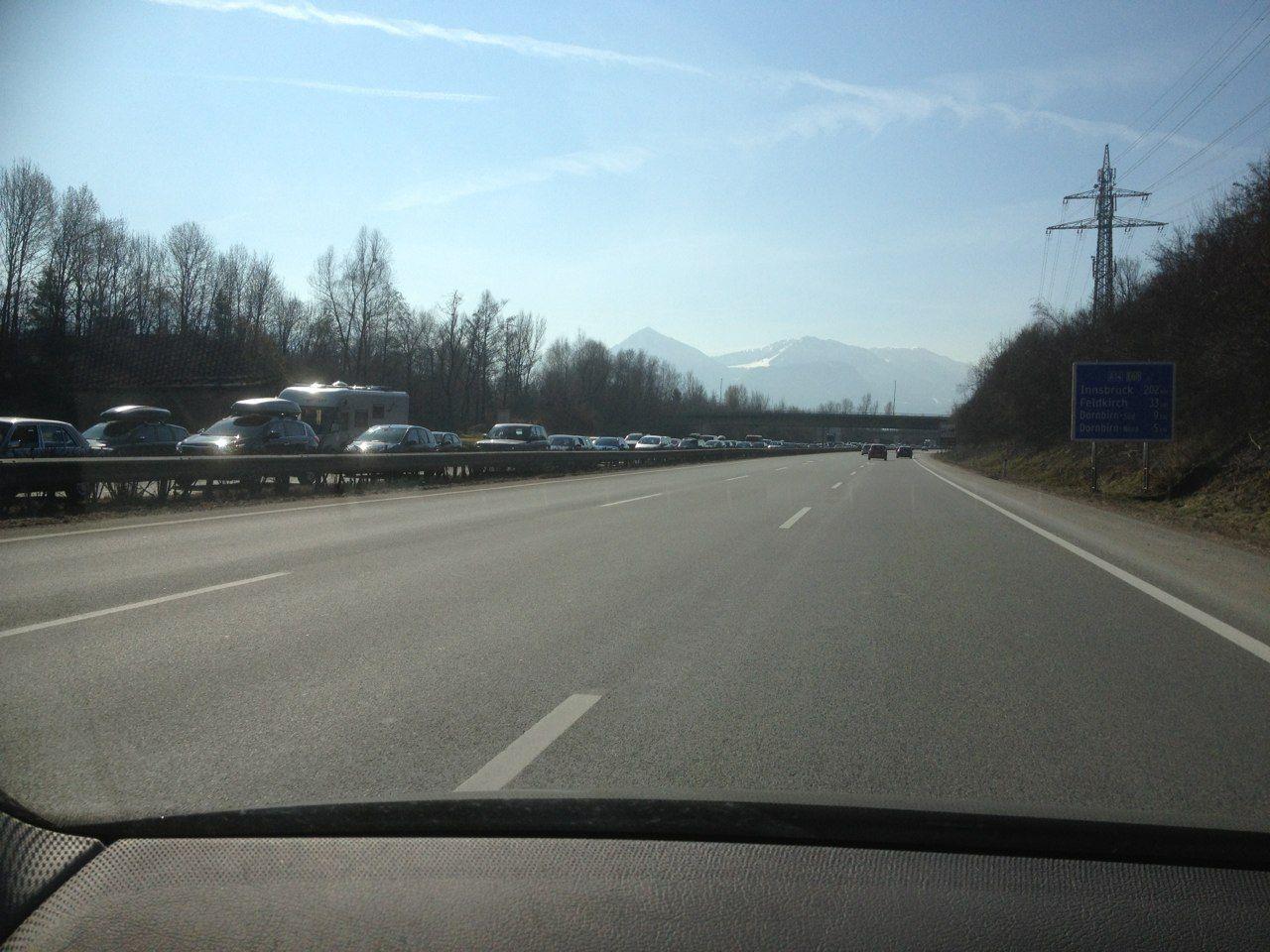 Rückstau auf der A14 in Richtung Deutschland bis Dornbirn-Nord.
