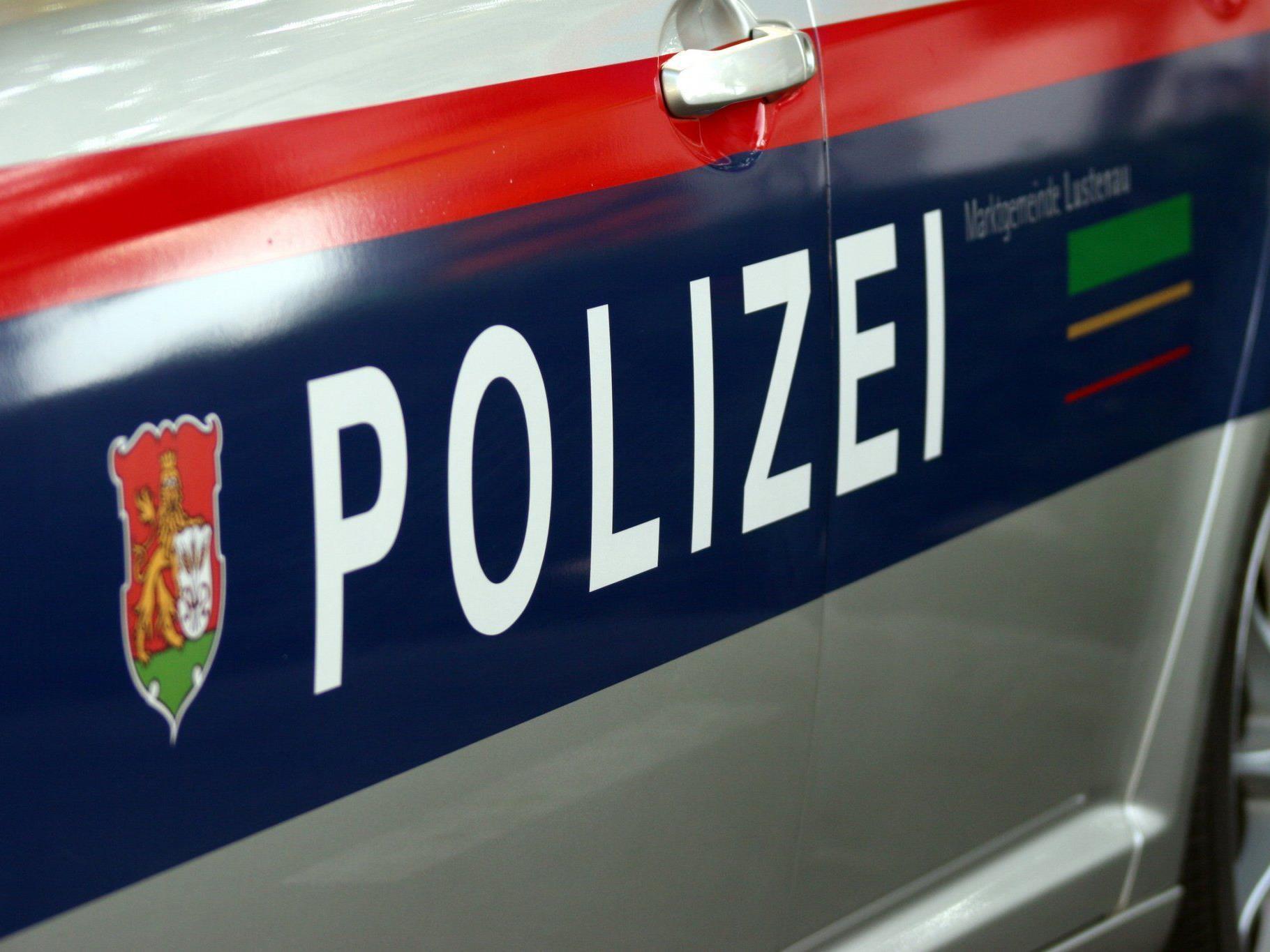 Die Polizei sucht per Alarmfahndung nach dem Pärchen.