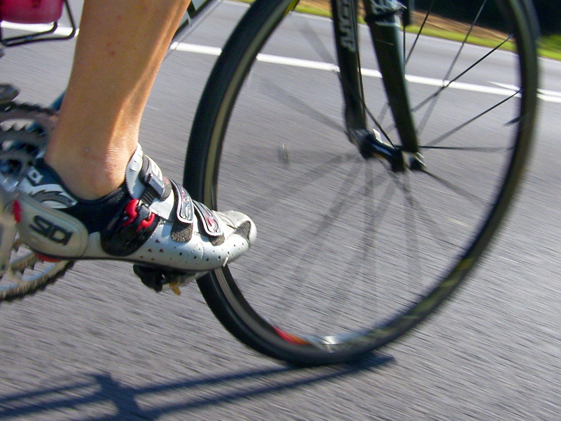 Rennradfahrer schwer verletzt.