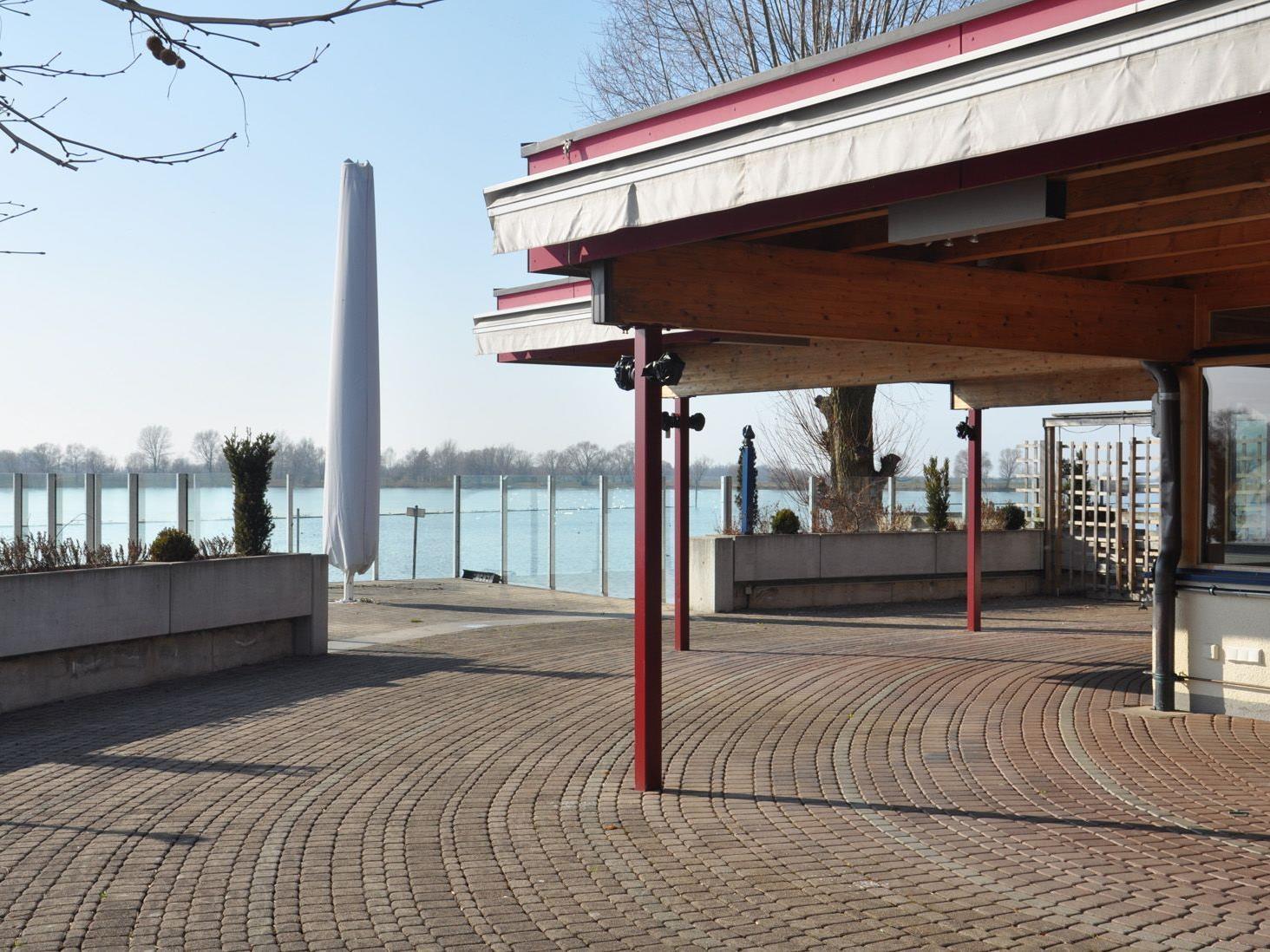 """Die malerische Lage direkt am See macht die derzeit vakante """"Mole"""" zum beliebten Restaurant."""