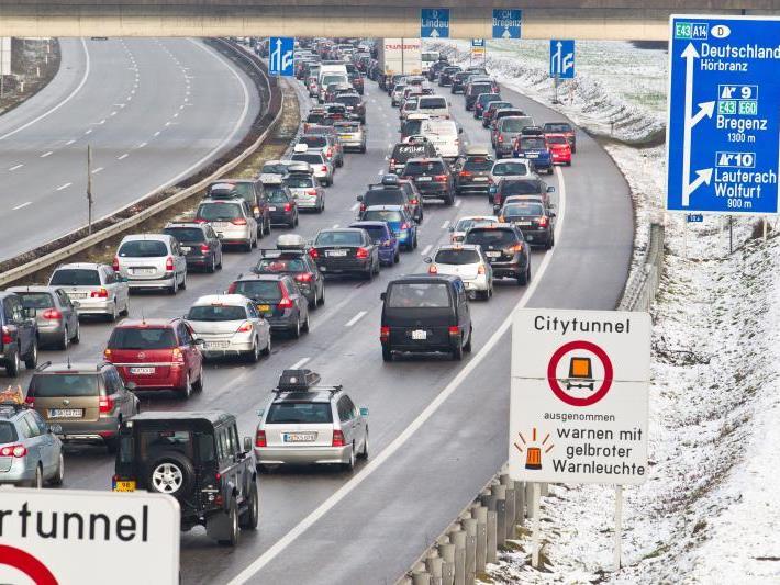 Stau, Stau, Stau: Auf der A14 geht derzeit kaum etwas.