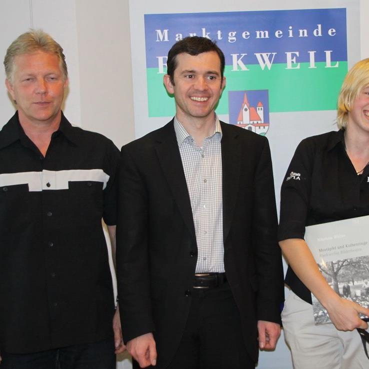 Weltmeisterin Lisa Frick und Eugen Finzgar erhielten das Goldene Ehrenzeichen der Marktgemeinde.