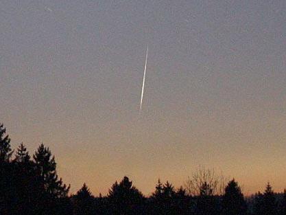 """Eine """"orangenfarbene Lichtkugel mit Funkenflug"""" ist am Dienstagabend beobachtet worden."""