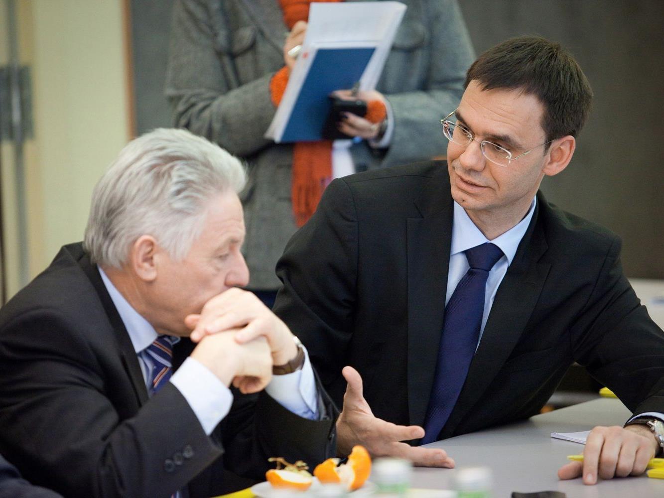 Verhandlungen zum Stabilitätspakt: LH Wallner (im Bild mit Oberösterreichs Landeshauptmann Pühringer) wurde als Ländervertreter nominiert