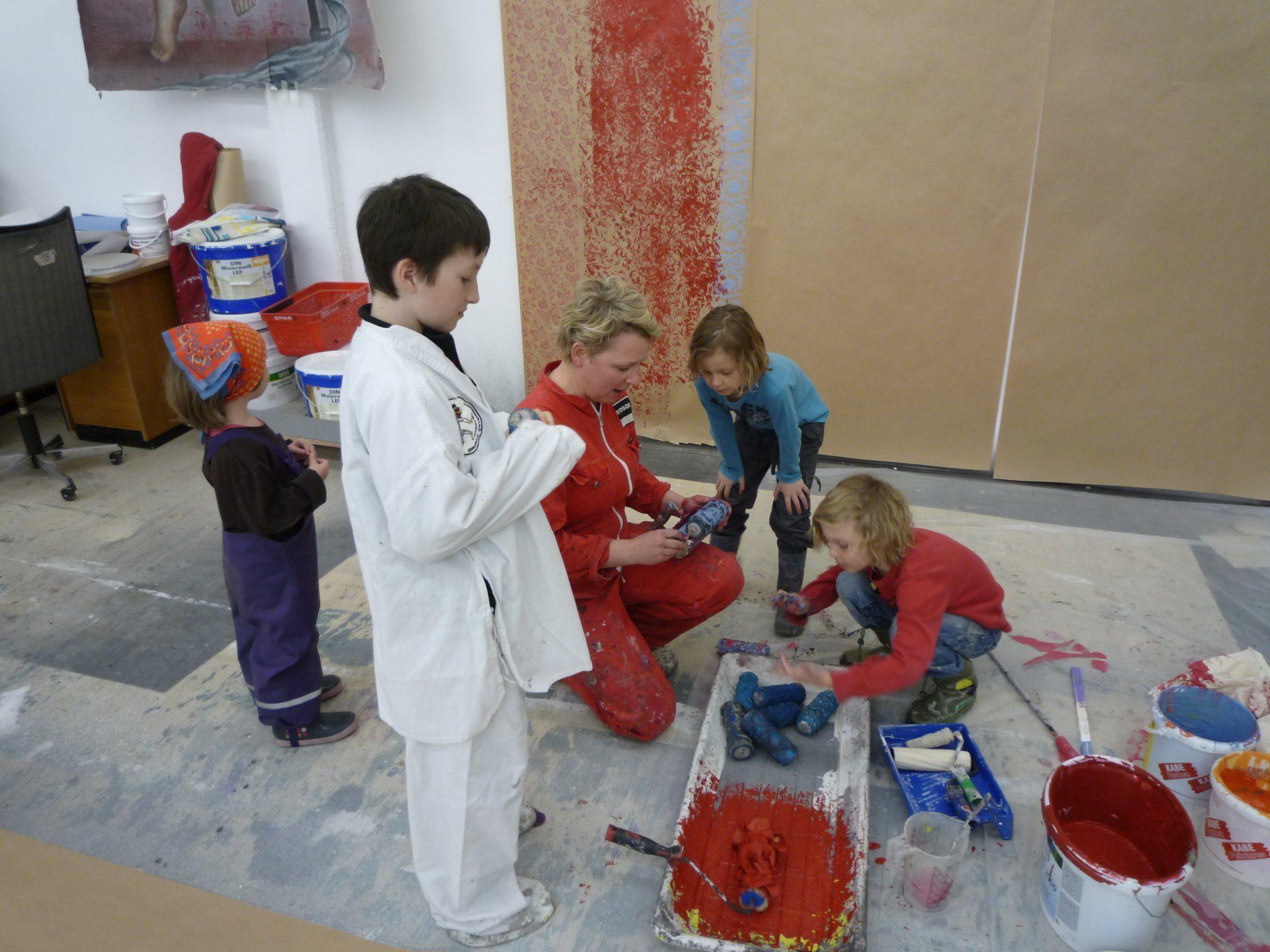 Bühnenmalerei begeisterte Kinder