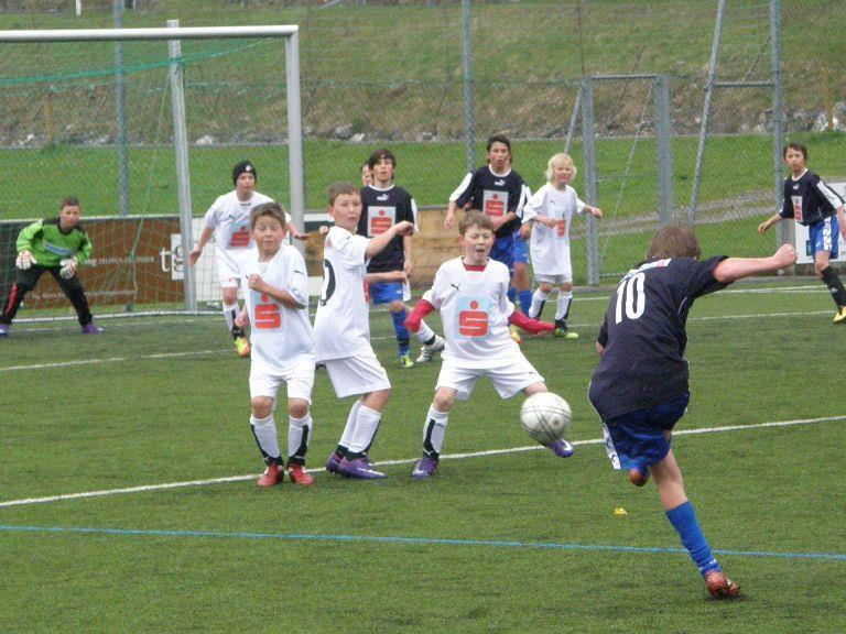 Klarer Semifinalsieg des HS Bezau (in blau) gegen die VMS Hittisau.
