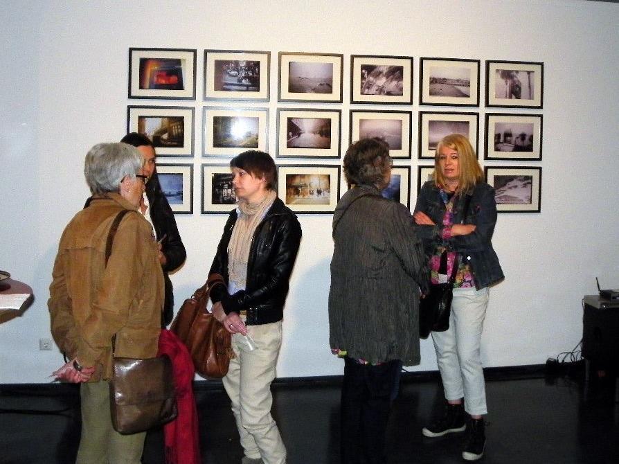 Ausstellungsbesucher in der Theatergalerie
