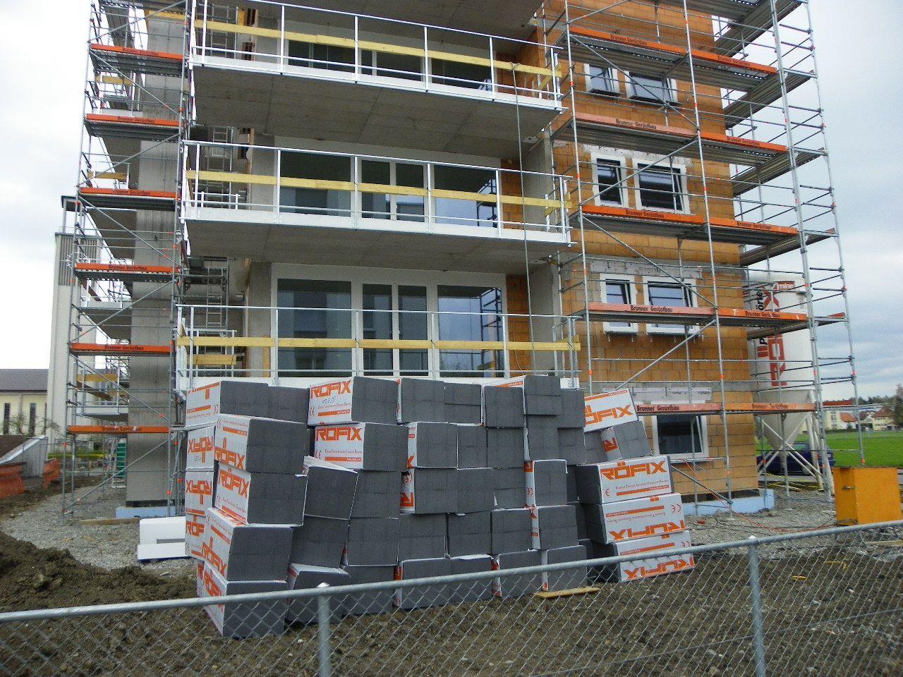 In Kürze geht es an die Fassadenisolierung