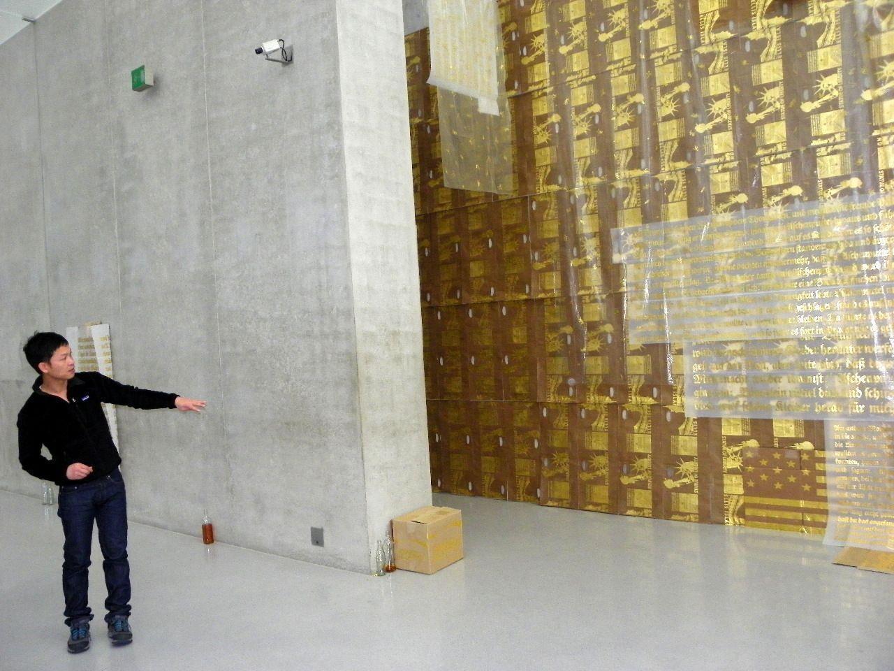 Danh Vo bespielt das Kunsthaus mit seinen vergoldeten Installationen