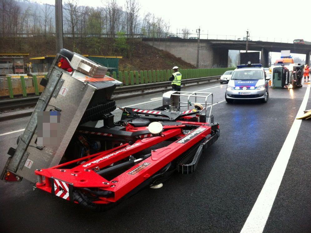 Unfall mit Straßenreinigungsfahrzeug - Keine Verletzten