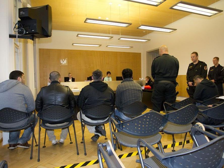 """Ehemalige Mitglieder der """"Black Jackets"""" mussten sich am Donnerstag vor dem Landesgericht verantworten."""