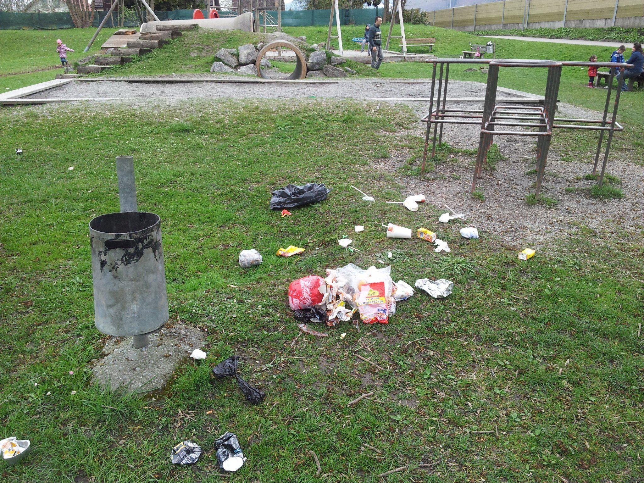 Müll am Rosenplatz in Hohenems