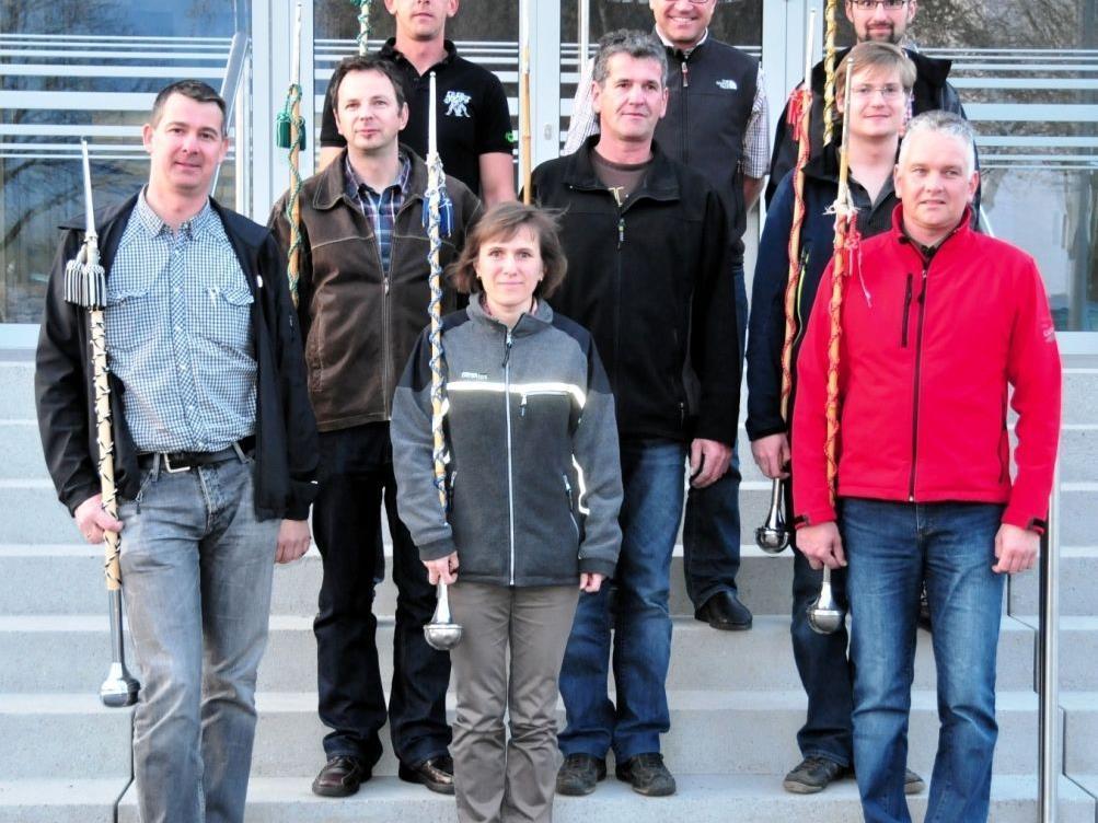 Stabführerkursteilnehmer mit Bezirksstabführer Oliver Burtscher