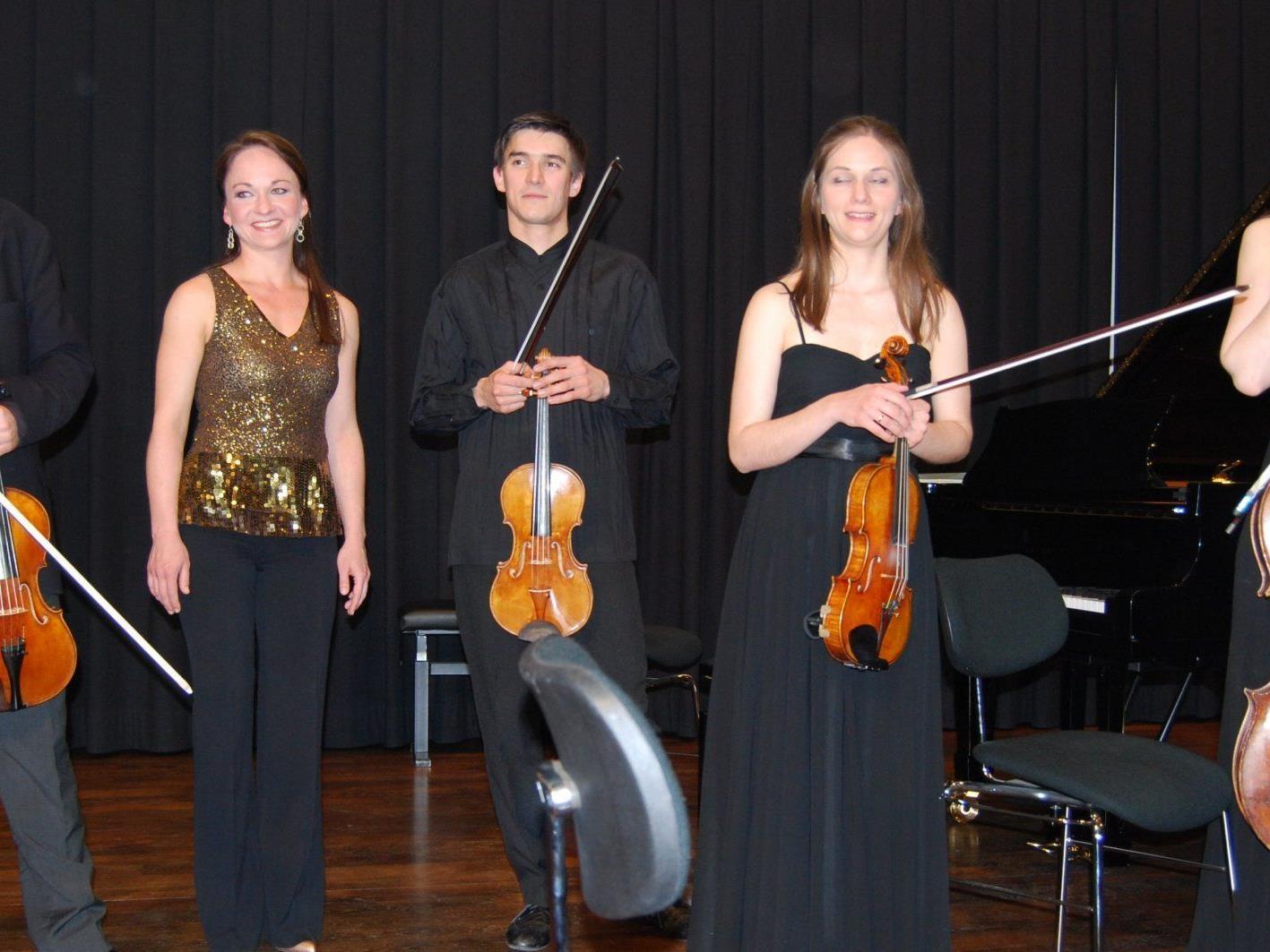 Jung und erfolgreich – die fünf Mitglieder des Cyprini Ensembles (rechts mit Cello die Gründerin Konstanze von Gutzeit)