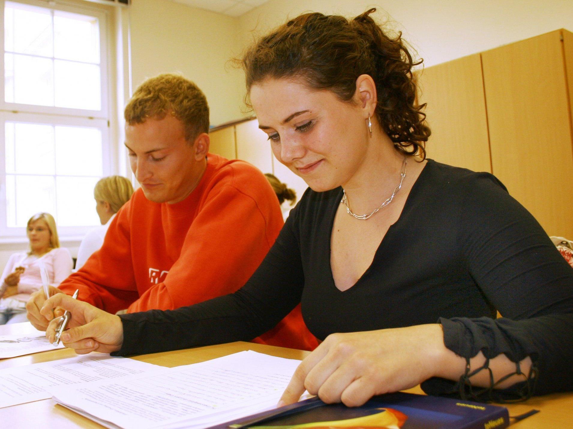 In diversen Projekten werden Jugendliche unterstützt, um im Leben und der Berufswelt Fuß zu fassen.