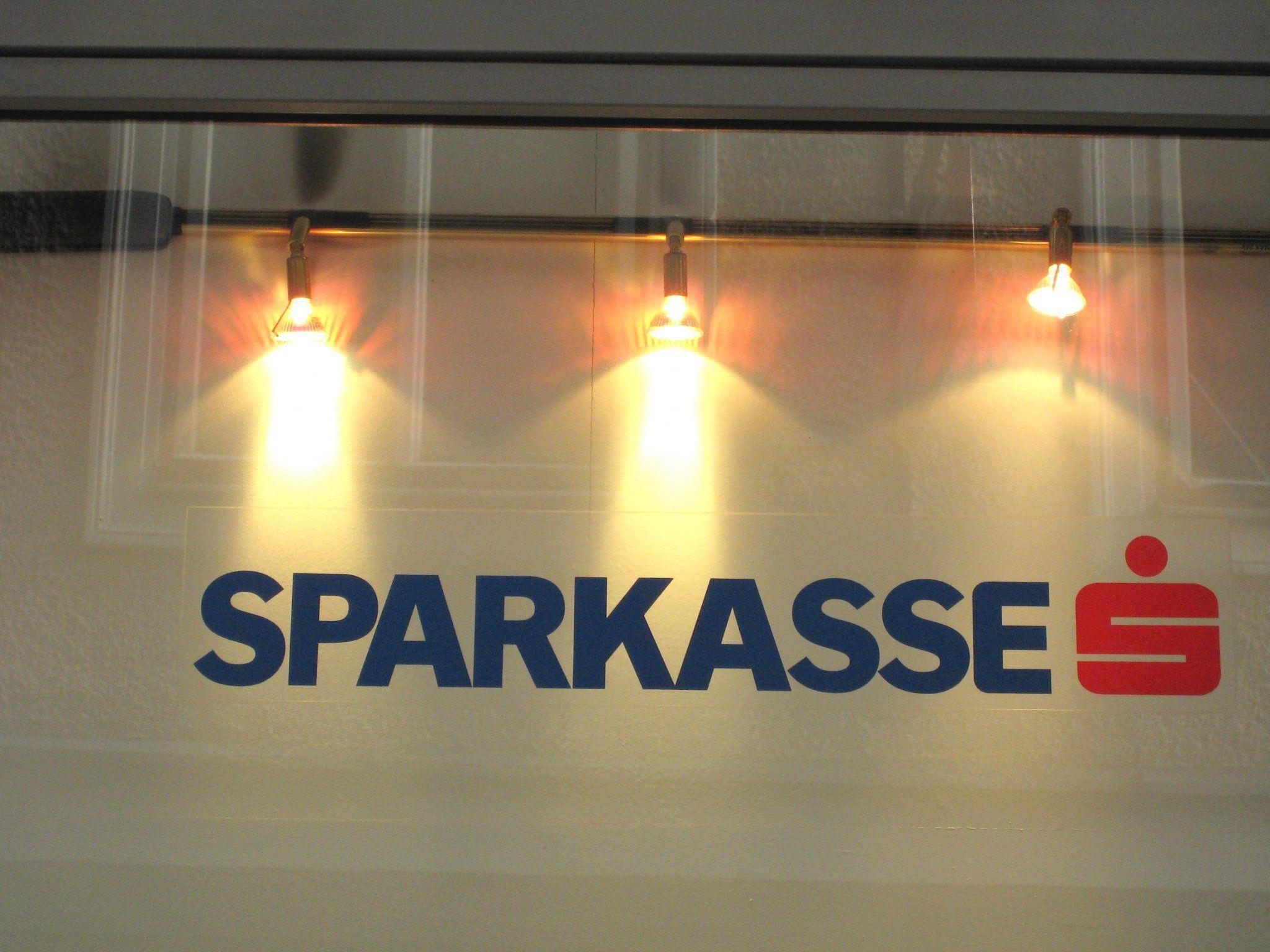 Einen Proteststurm haben die Gebührenerhöhungen der niederösterreichischen Sparkasse ausgelöst