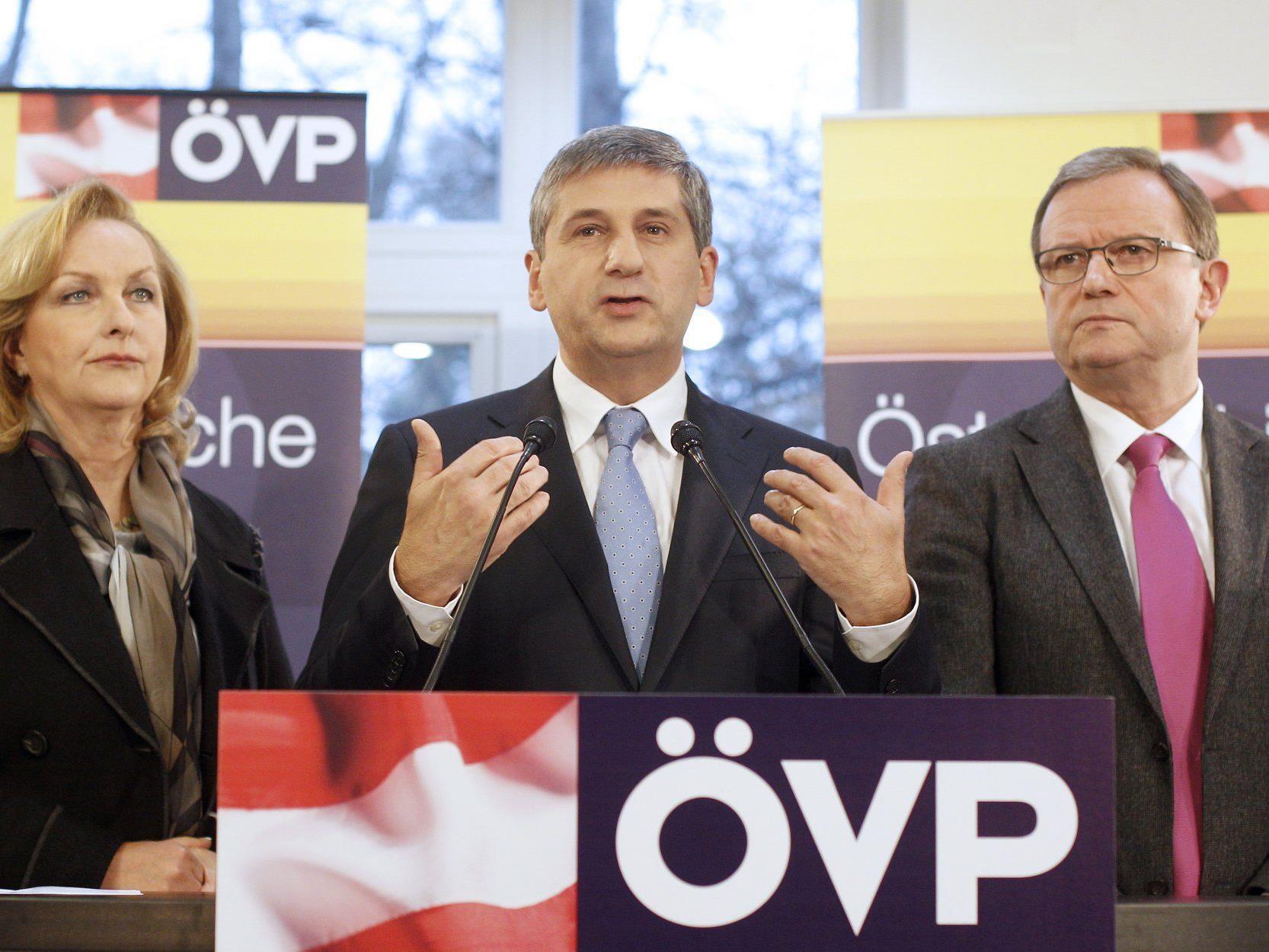 Karlheinz Kopf (r.) mit Fekter (l.) und Spindelegger: Bünde-ÖVP müsse geschlossener auftreten.