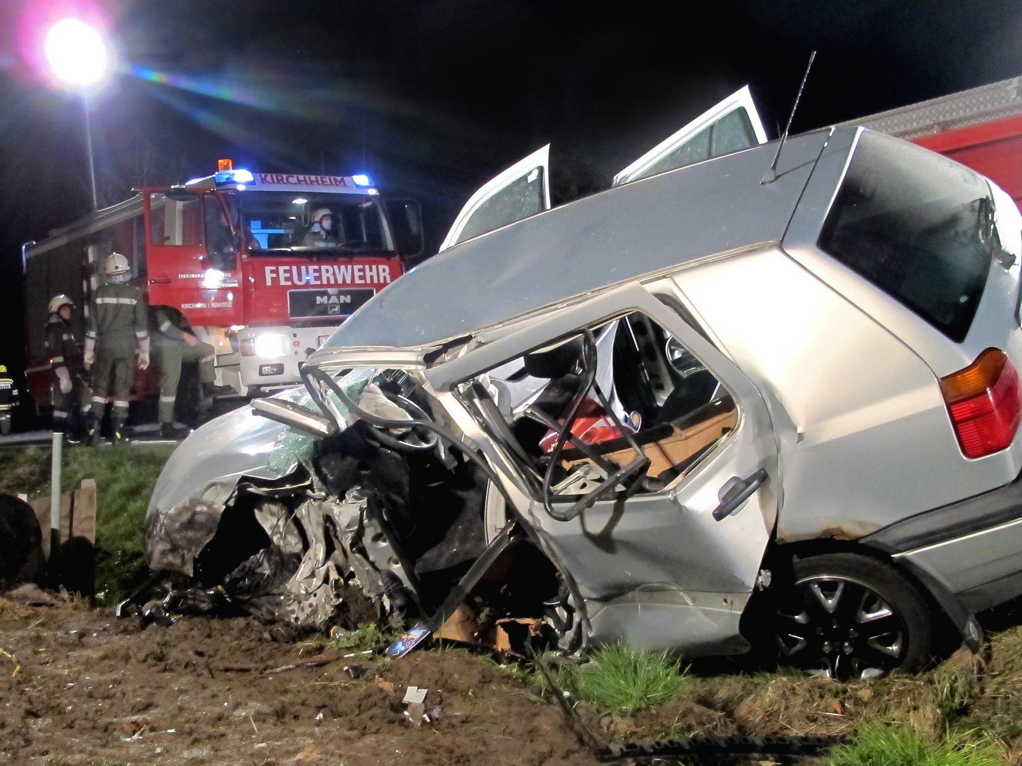 Die junge Pkw-Lenkerin wurde bei dem Unfall schwer verletzt.