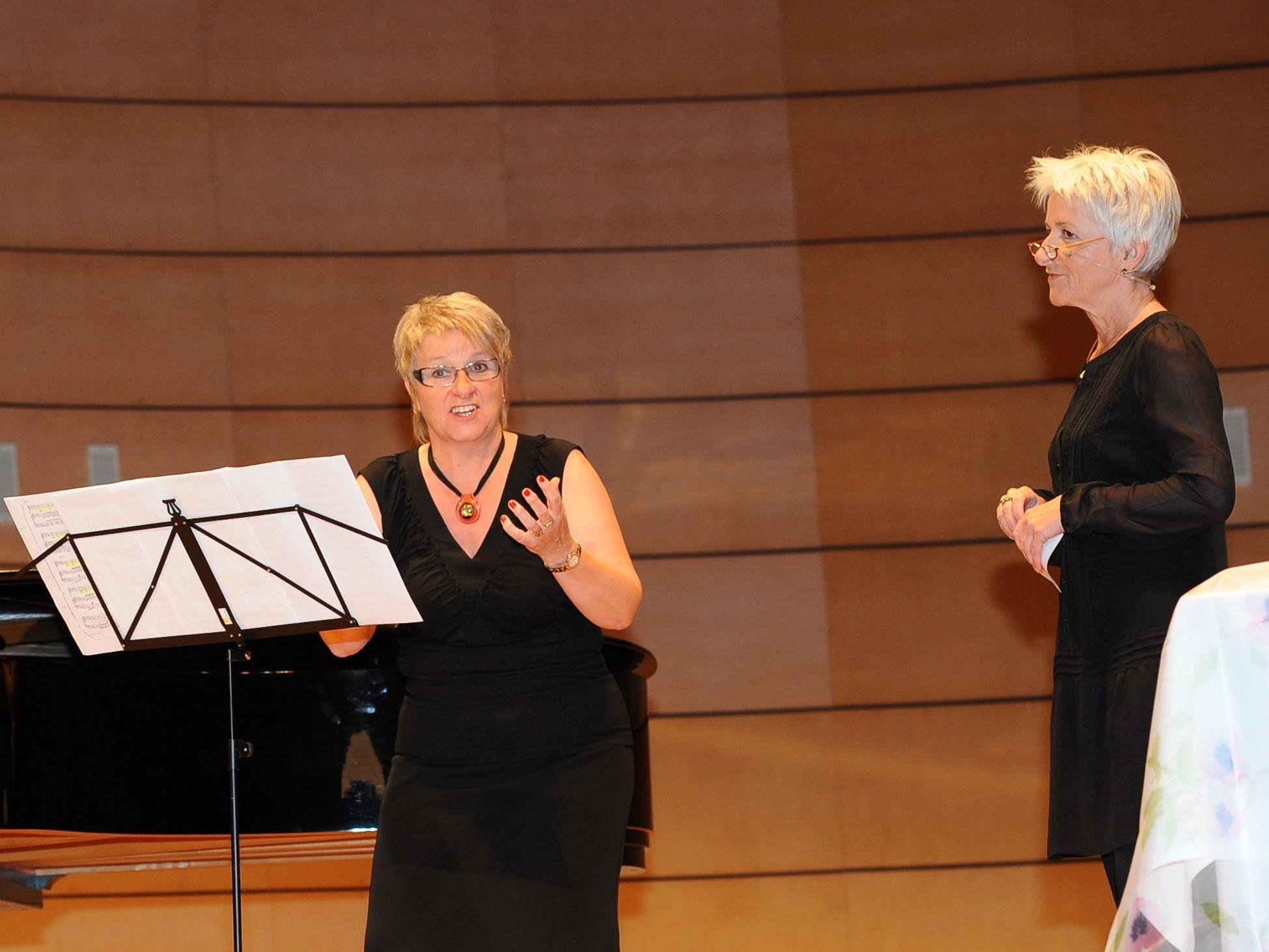 Gemeinsam mit Bernarda Gisinger (r.) gestaltet Aletha Prantl am Sonntag, den 6. Mai, einen Liederabend.