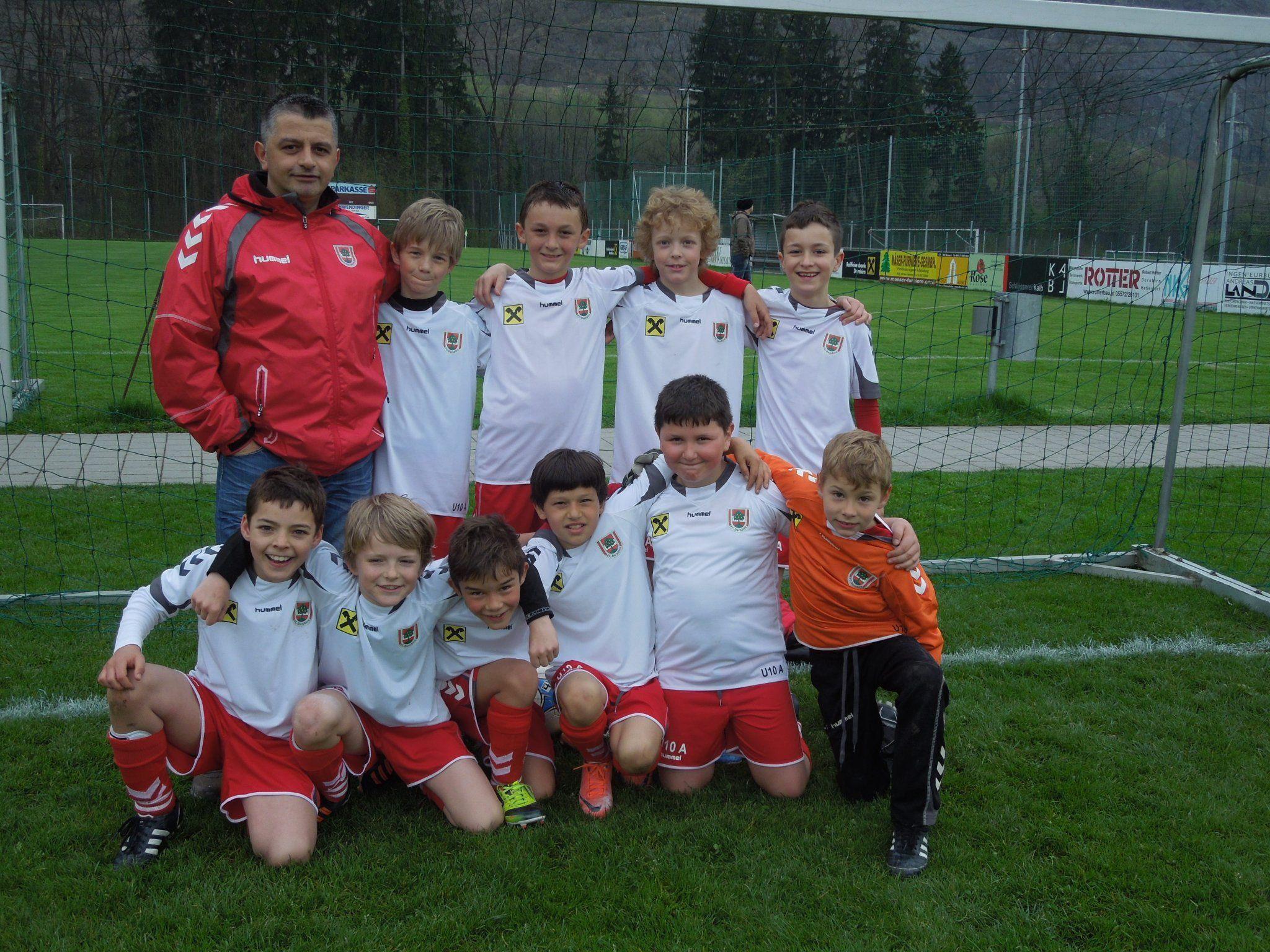 Die U10 mit Trainer Ibo Sakalsiz feierte am Wochenende gleich einen tollen Auftaktsieg gegen Hatlerdorf.