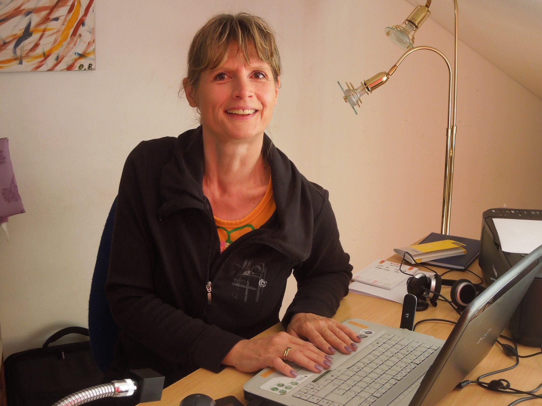 In ihrer Agentur Servicefee sorgt Daniela Boschetto dafür, dass Geschäftsleute und Privatpersonen perfekt begleitet werden.