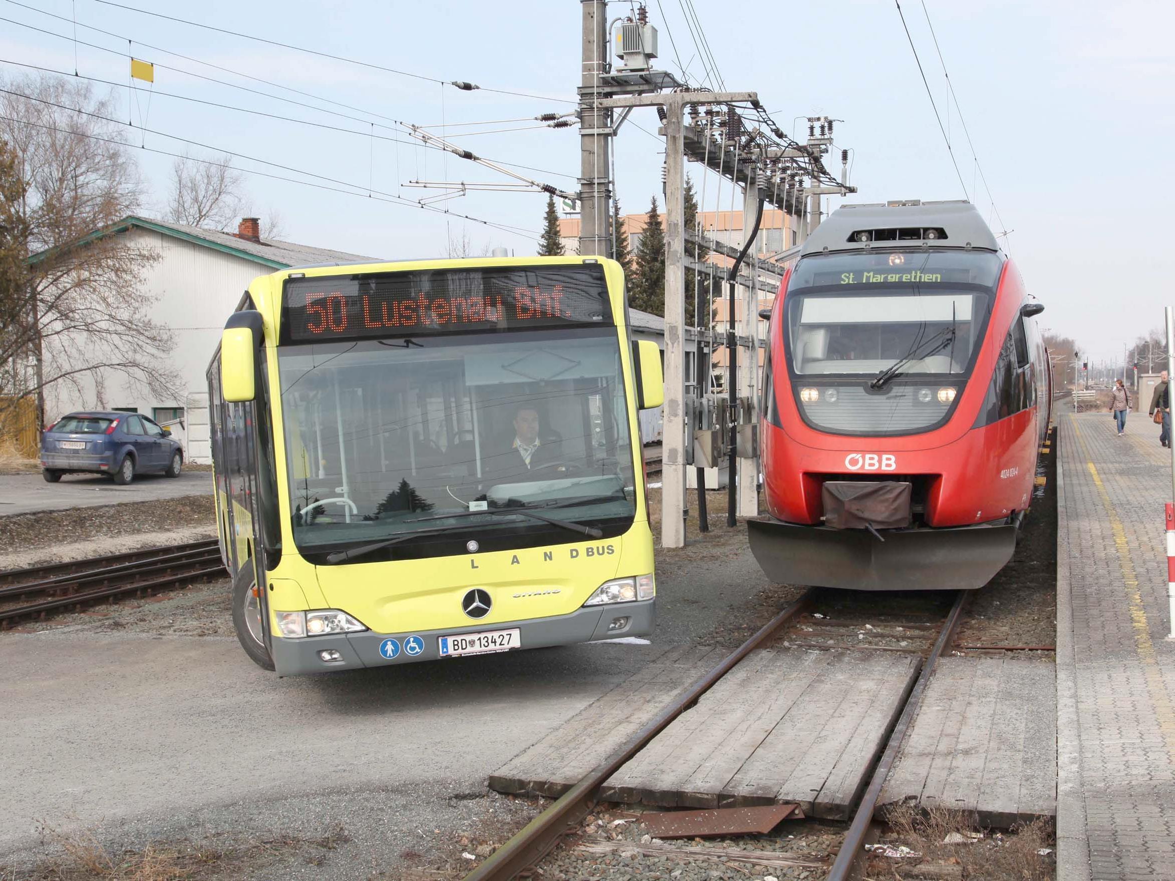 Mit Bahn und Bus der Spritpreisfalle entkommen. Das ist am 25. April Thema in Höchst.