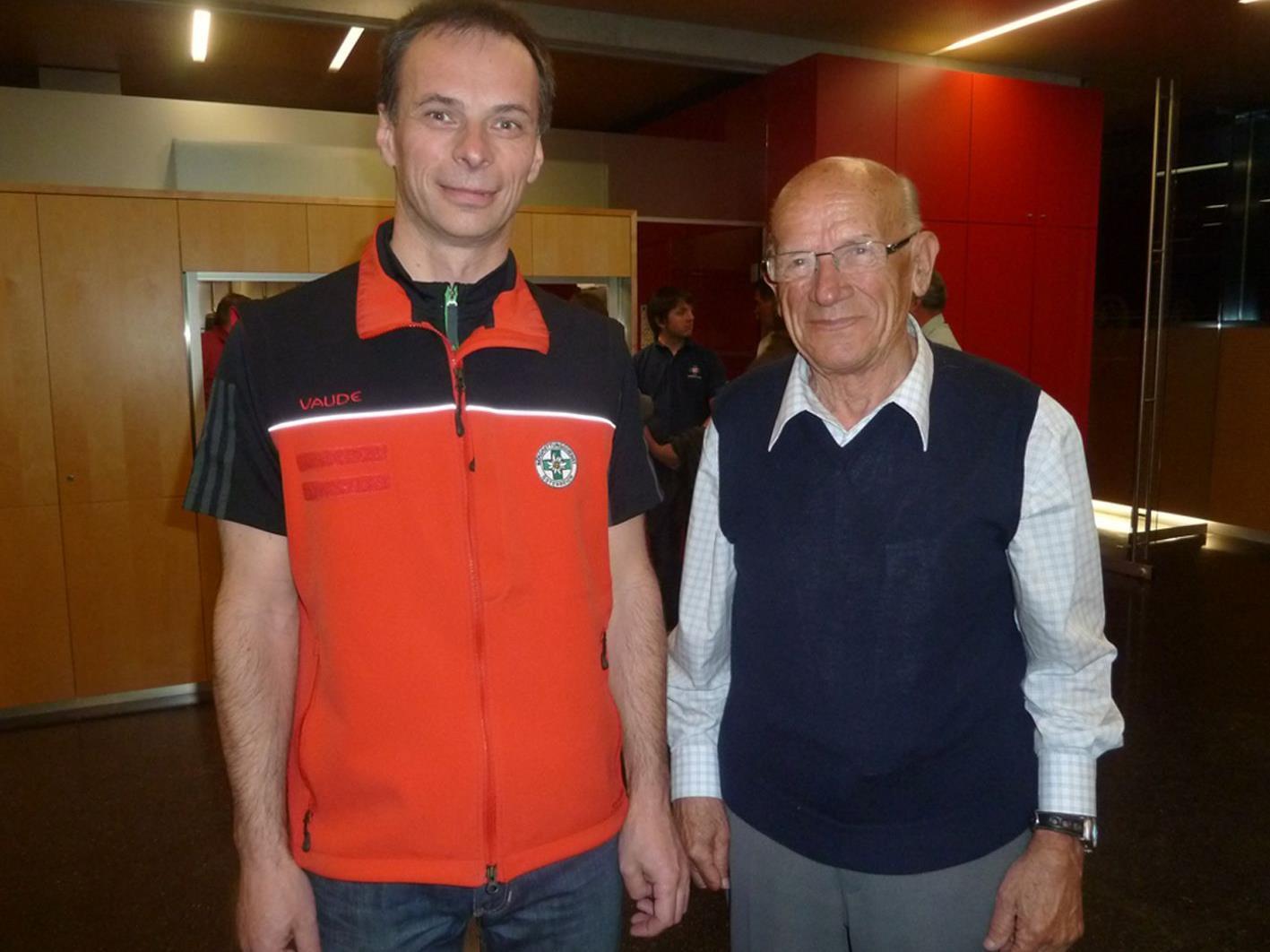 Bergrettungs-Obmann Herbert Linder mit Gründungsmitglied Heini Lohs.