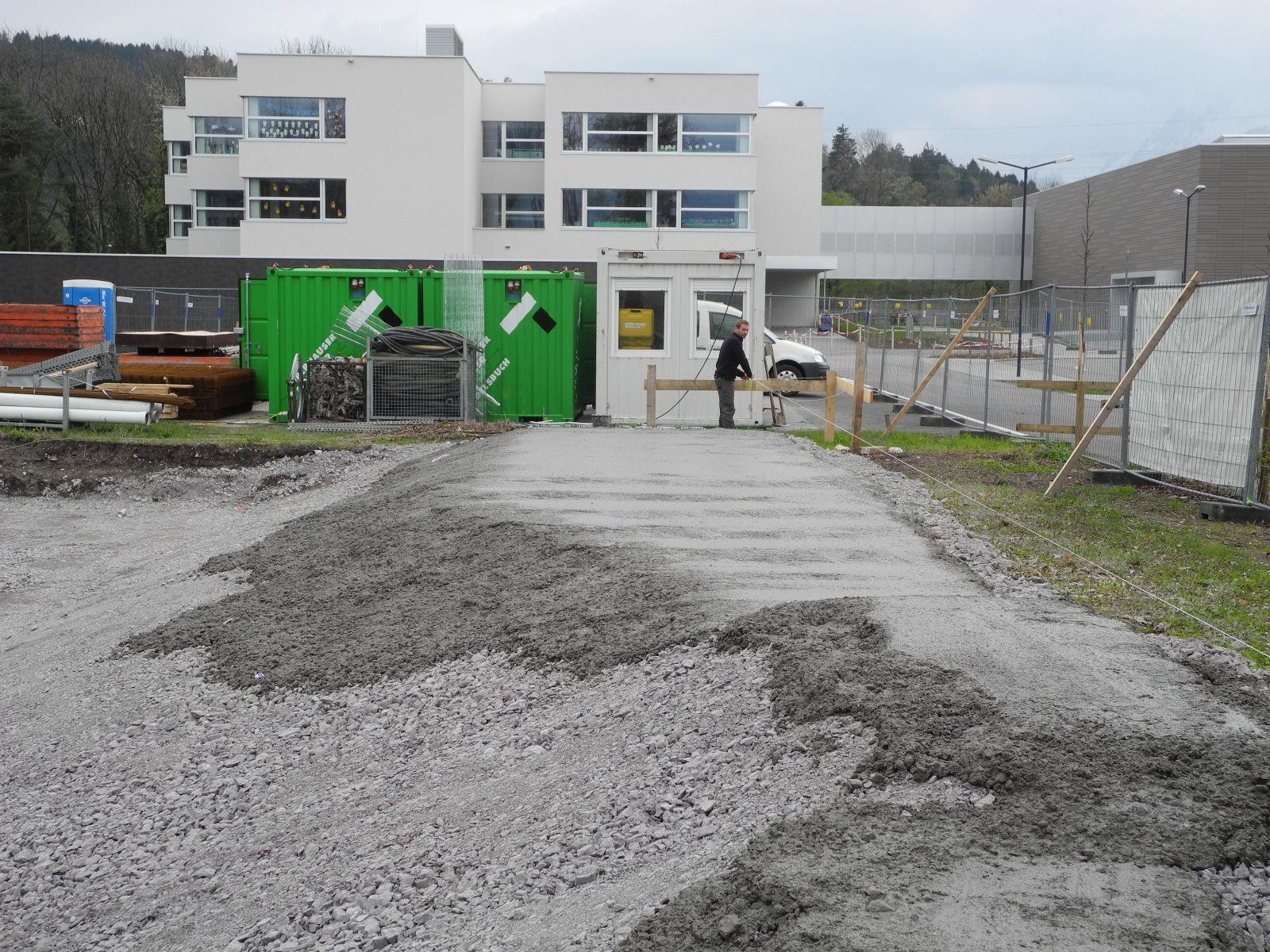 Die ersten Betonierarbeiten für den Skaterplatz Oberau in Gisingen haben begonnen