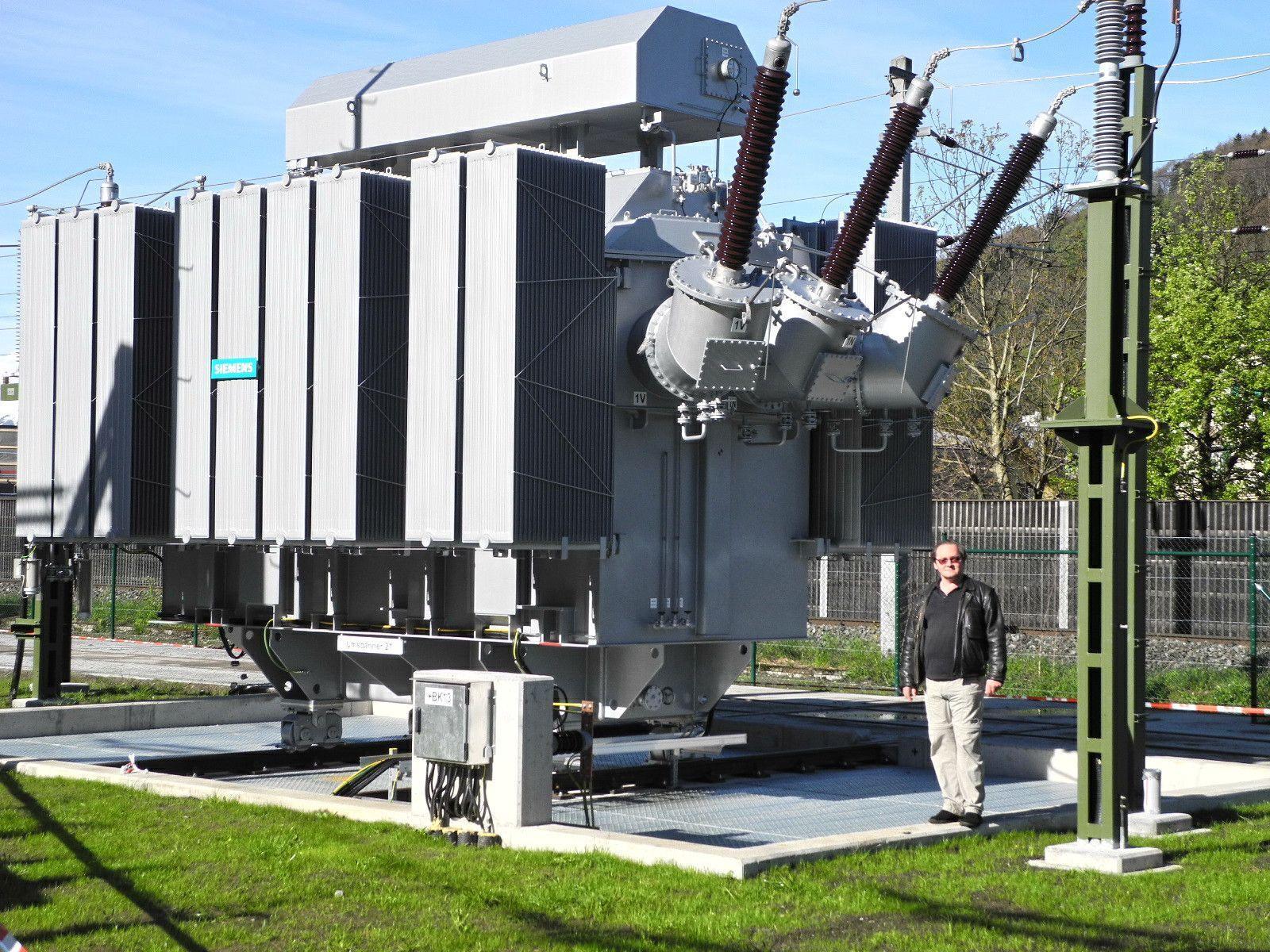 Der Kuppeltransformator zum Stromaustausch zwischen ÖBB und SBB im Unterwerk in Feldkirch-Altenstadt