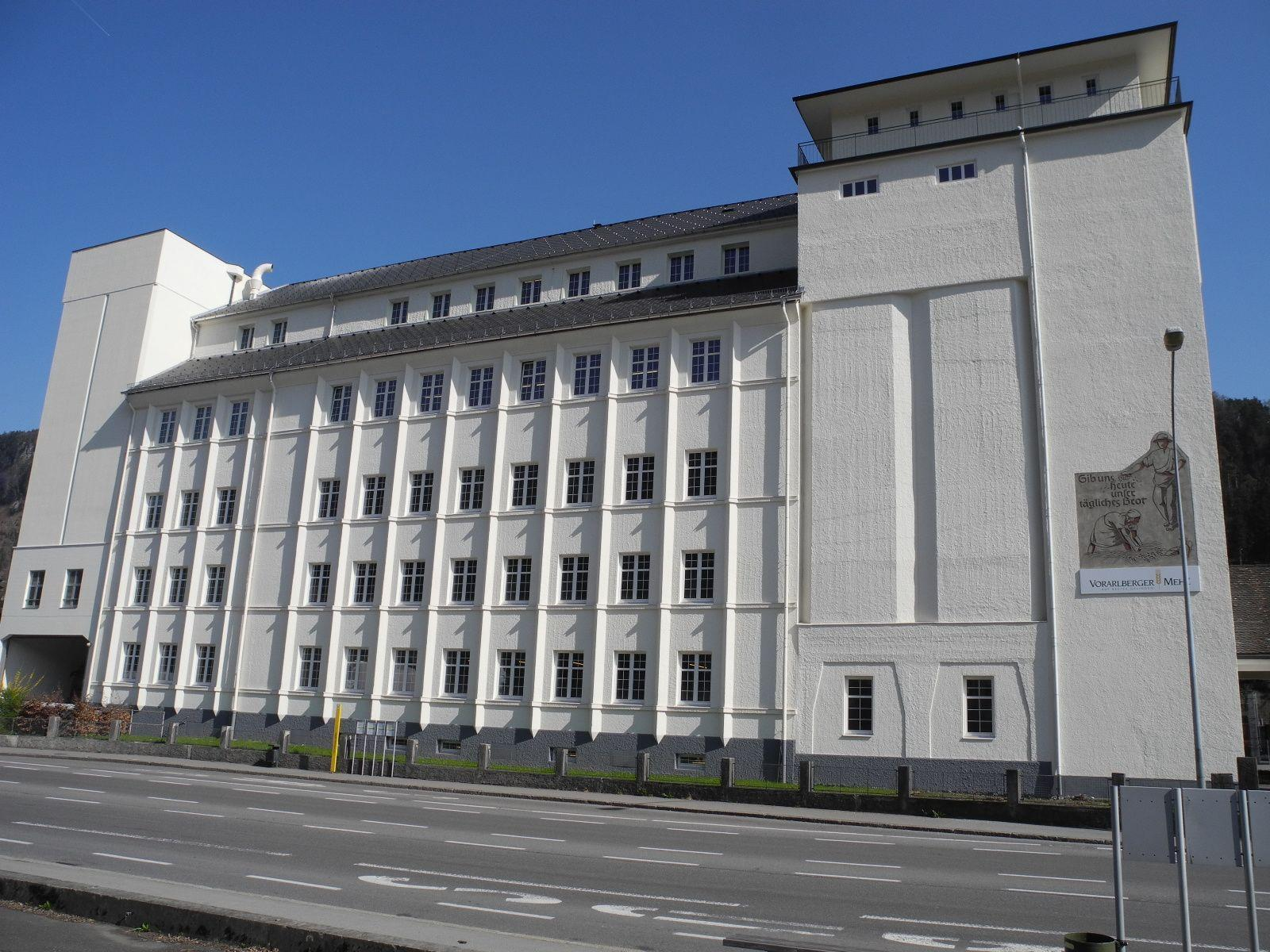 Die neue Fassadenfärbelung hat neuen Glanz nach Levis bzw. die Stadt Feldkirch gebracht.