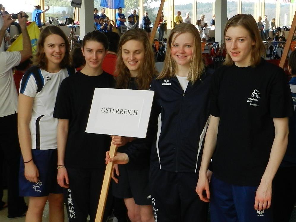 Team Österreich: Magdalena, Nena, Betreuerin Chiara, Johanna und Vera-Maria