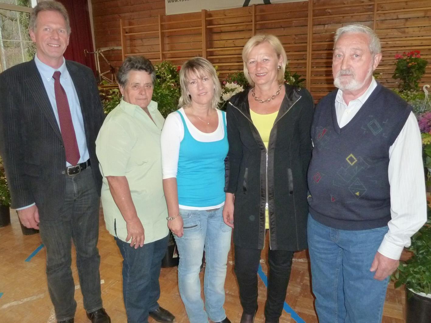 Bgm. Richard Amann mit Ottilie und Sabrina Franz, Monika Zgaga und Peter  Graziadei (v.l.)