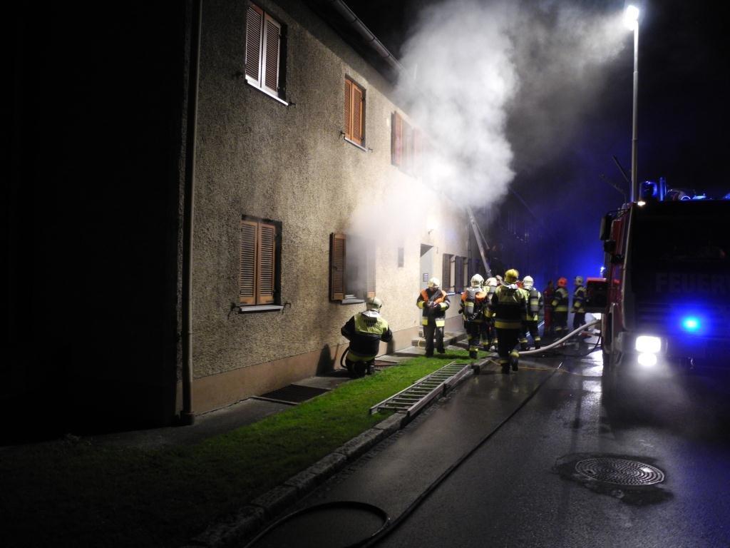 Sechs Personen wurden mit Verdacht auf Rauchgasvergiftung ins Spital gebracht